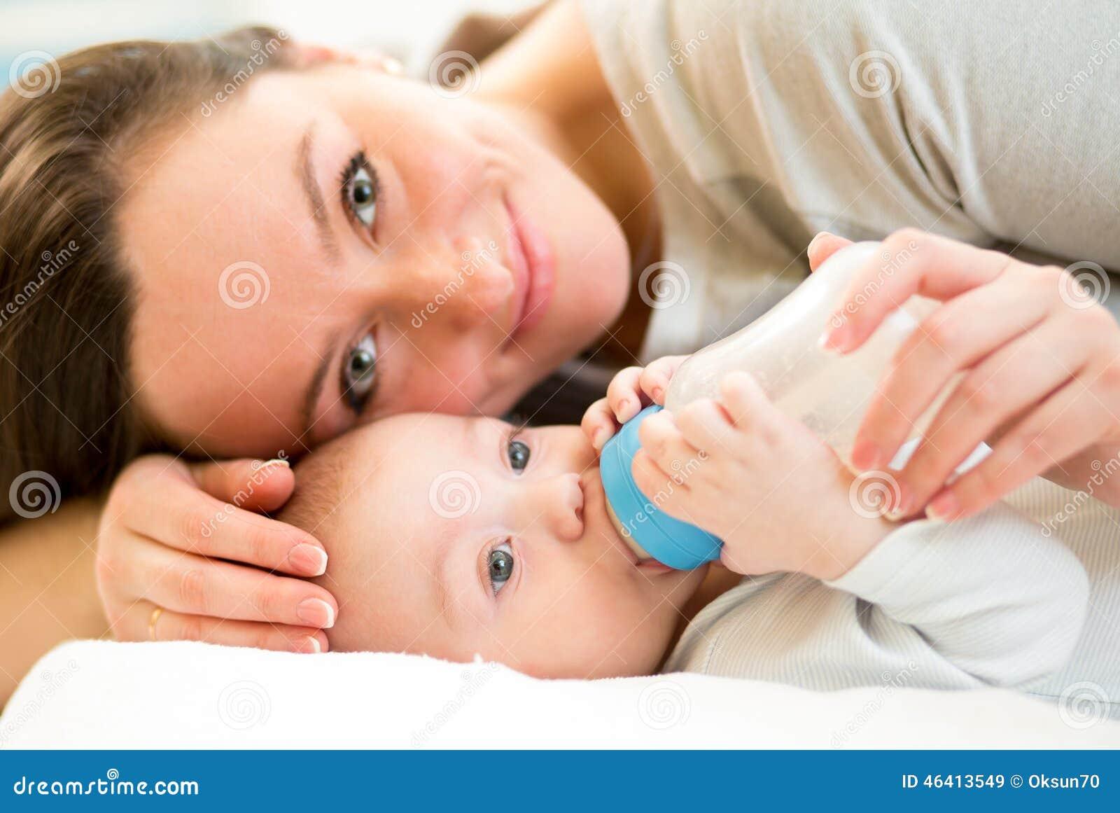 baby 5 maanden flesvoeding