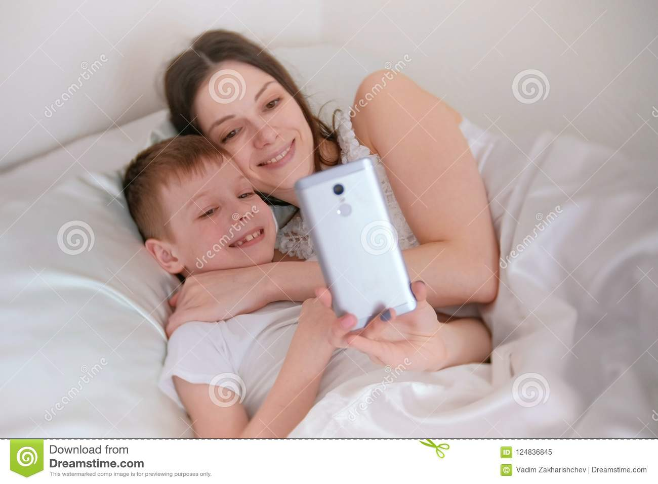 Monday Morning Mommy Mob >> Mom And Son Take Selfie On Her Mobile Phone Morning In Bed Stock