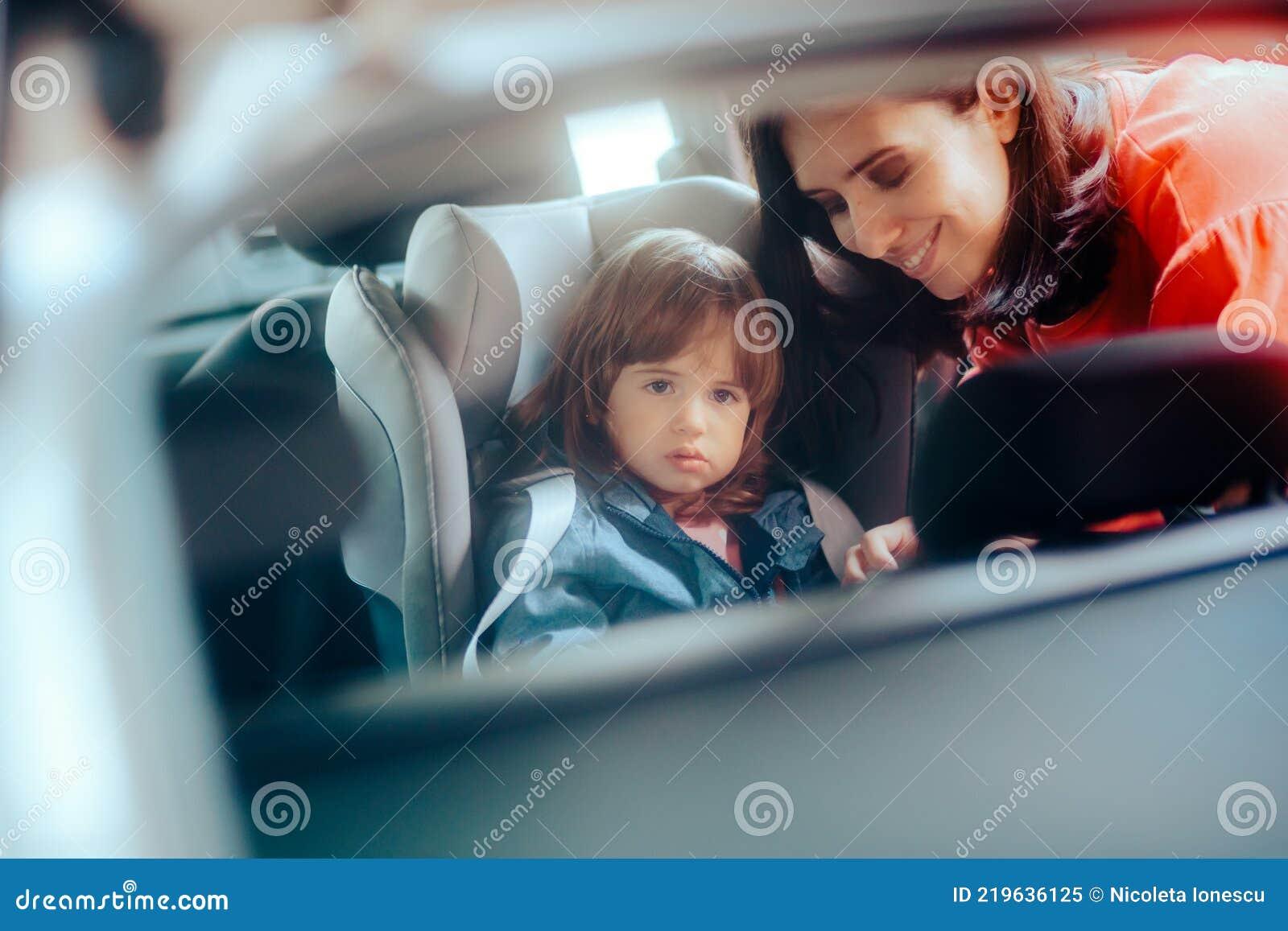 Girl Zeigt Sich In Auto Her