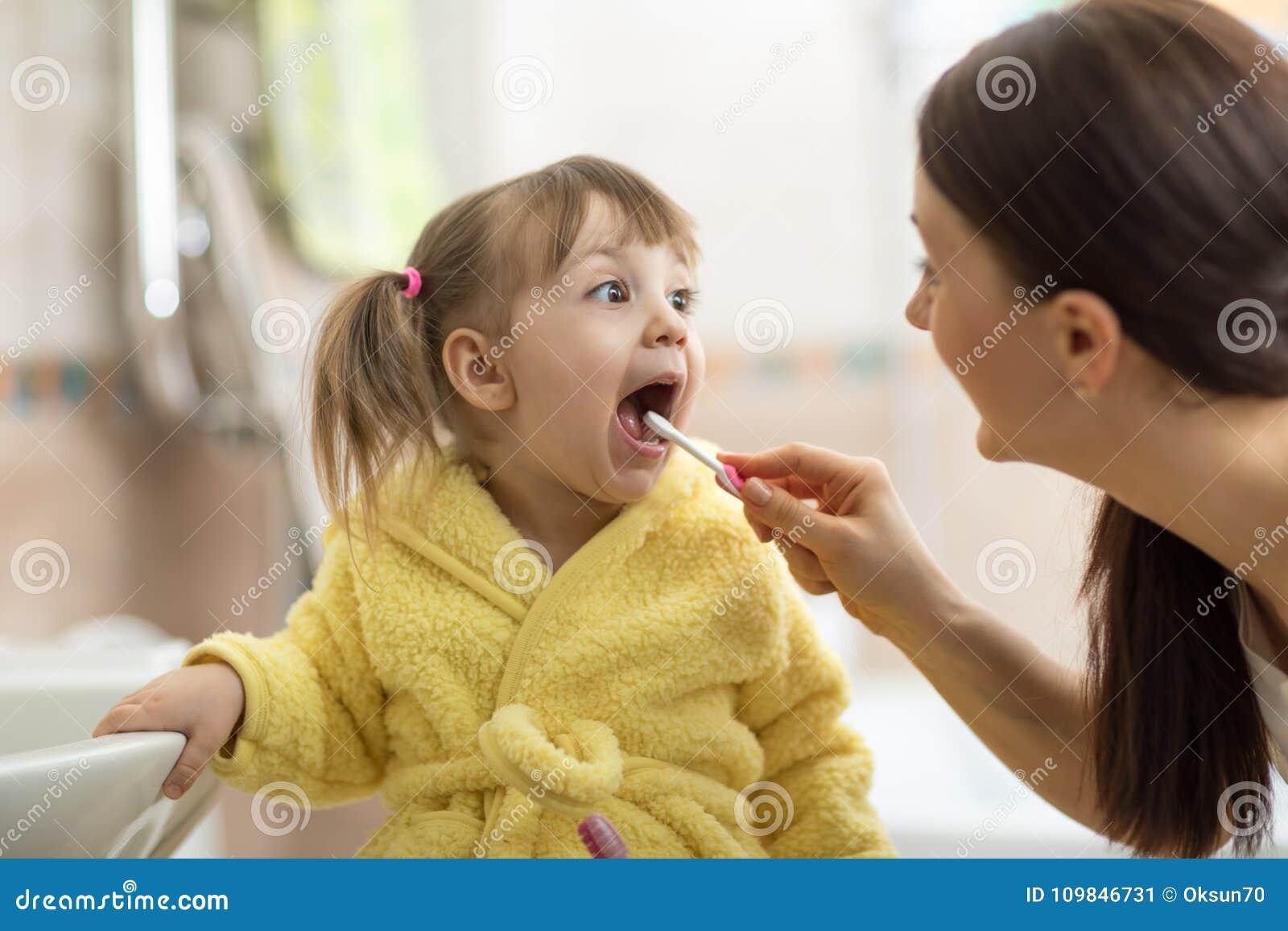 Mom Teaches Sex Daughter
