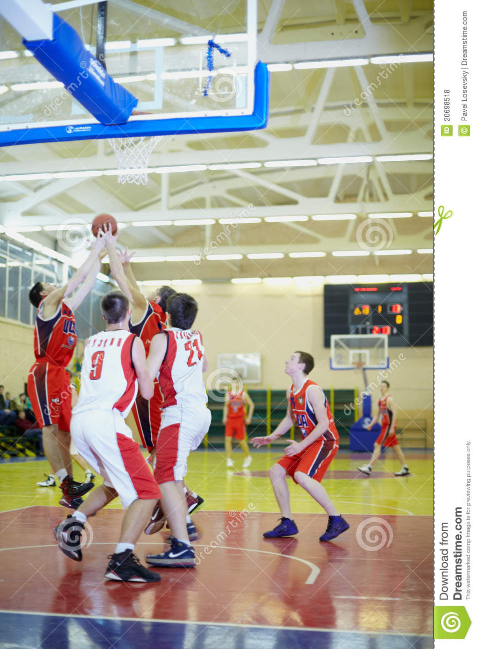 Moment intense dans le match de basket