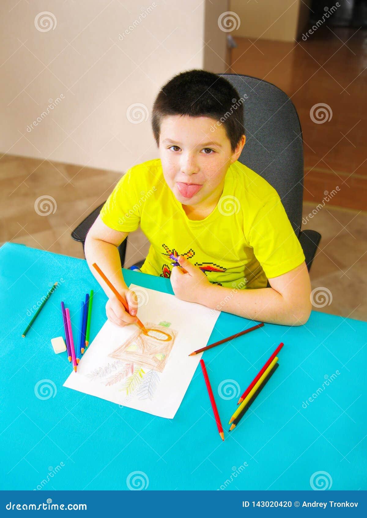 Mon fils dessine et barbote