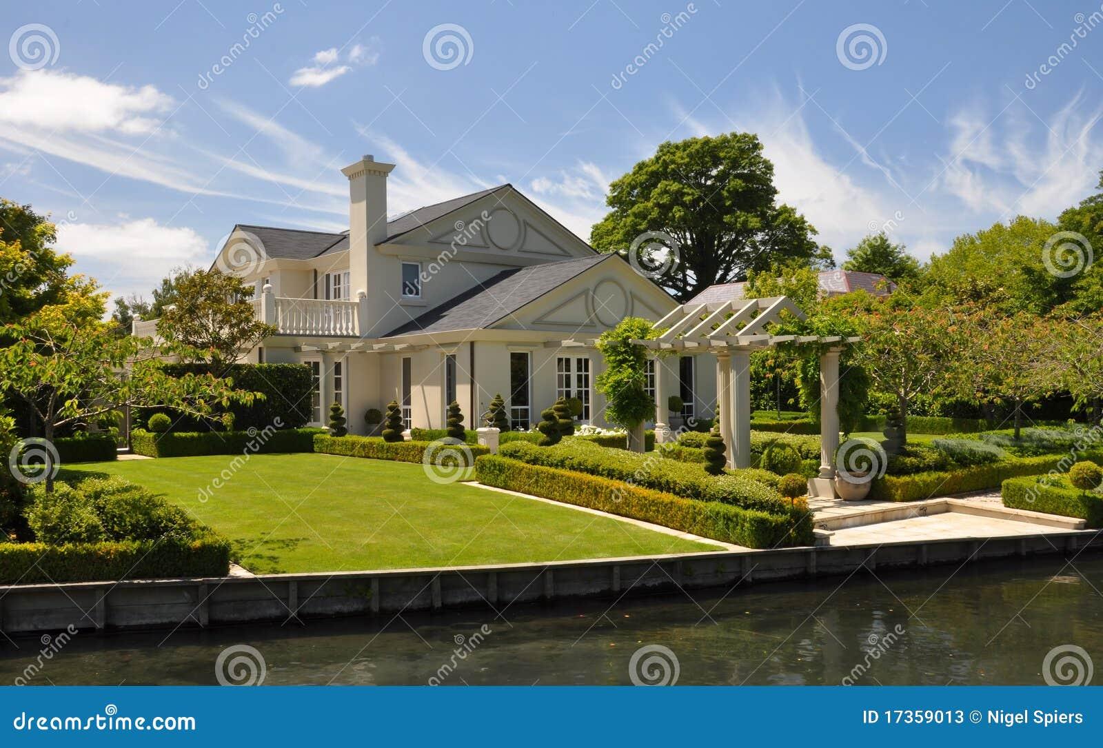 Mona vale mooie huis & tuin christchurch stock afbeelding
