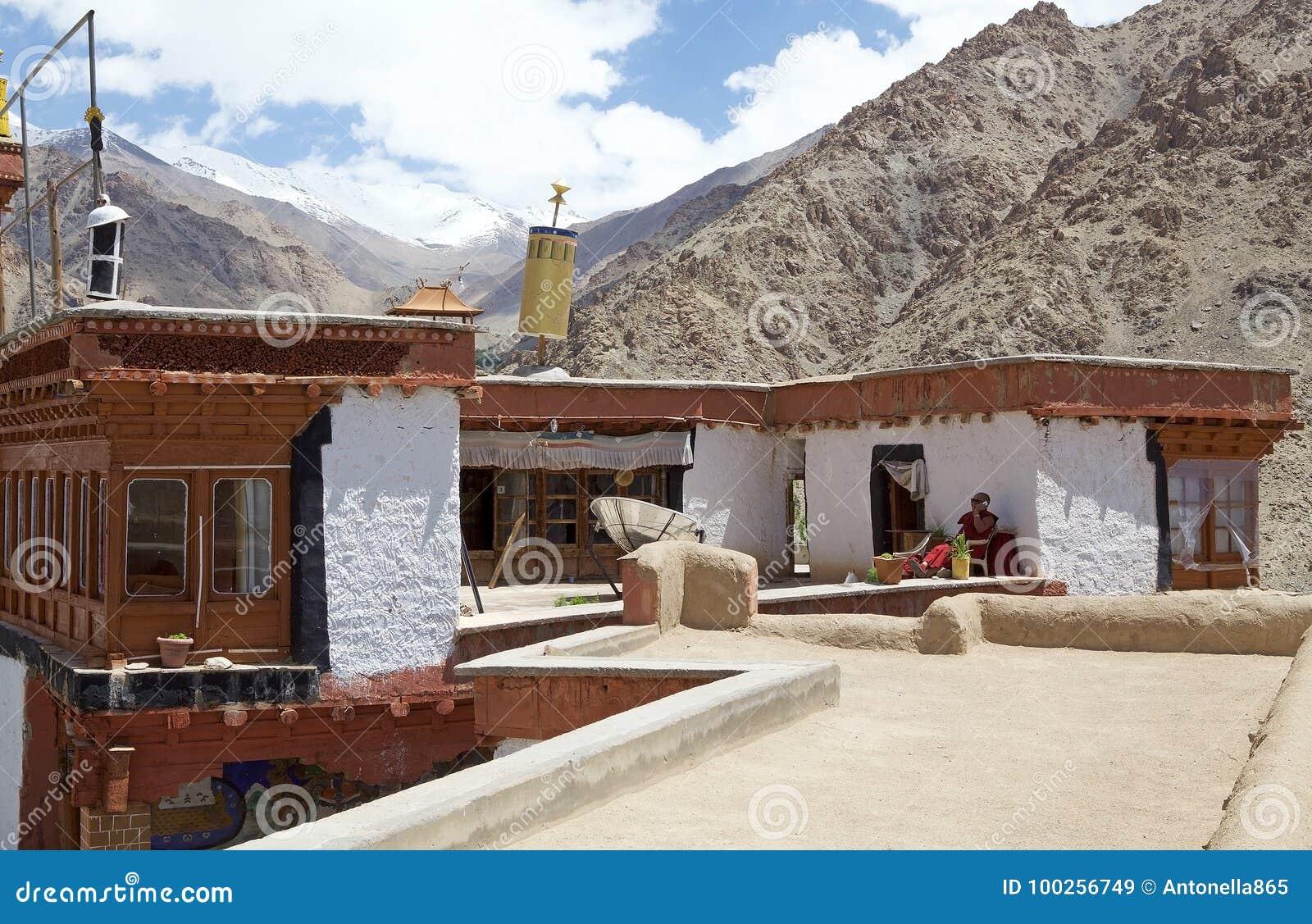 Monaco buddista al monastero di Likir, Ladakh, India