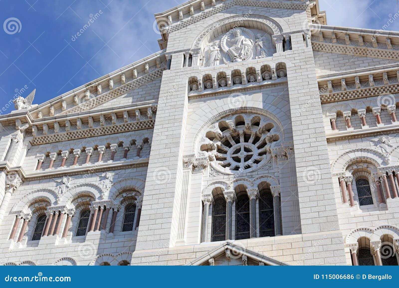 Monaco kyrkliga franska riviera, CÃ te D ` Azur, medelhavs- kust, Eze, Saint Tropez, Cannes Yachter för blått vatten och lyx