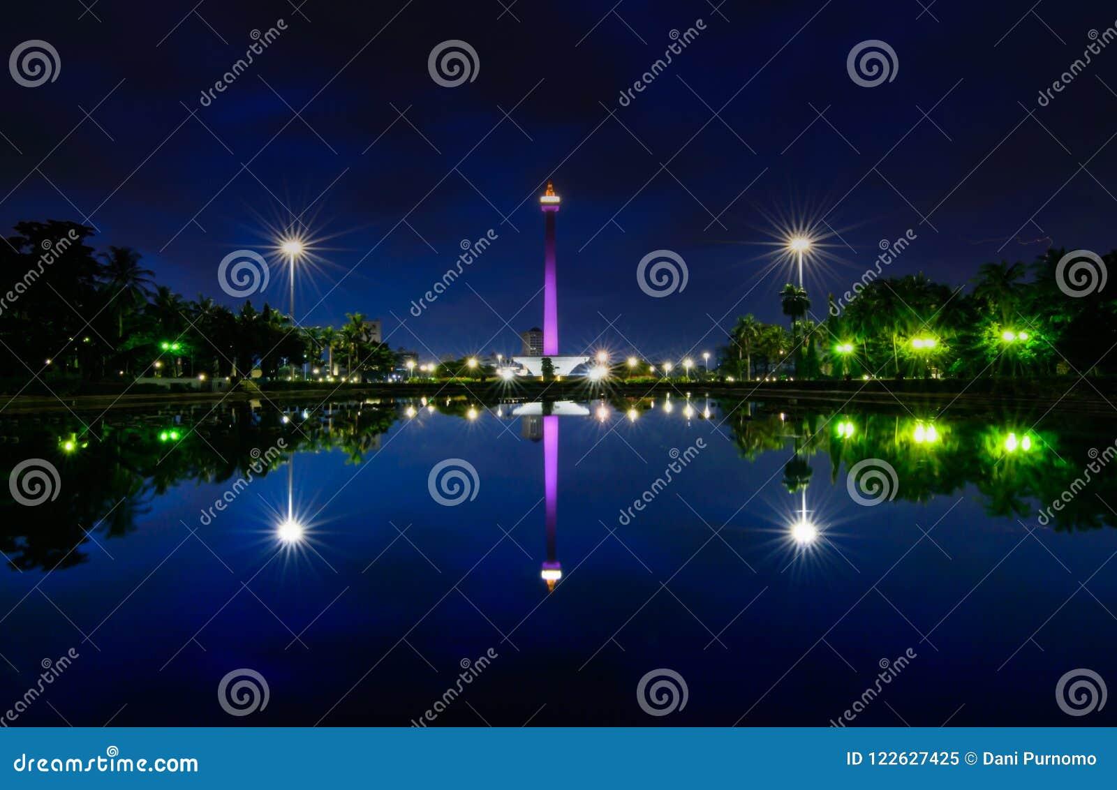 Monas美妙的夜视图,雅加达印度尼西亚