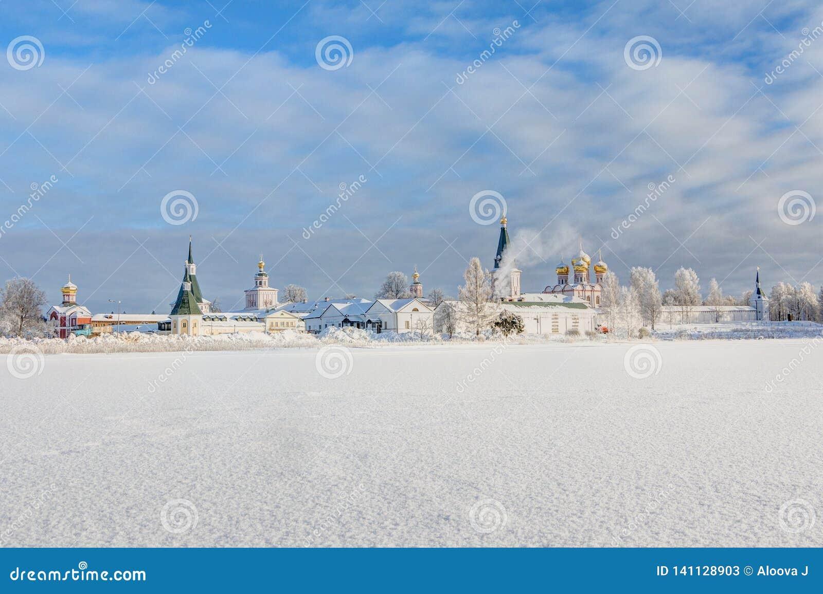 Monastère de Valdai Iversky pendant le matin d hiver, gel Valdai, région de Novgorod, Russie