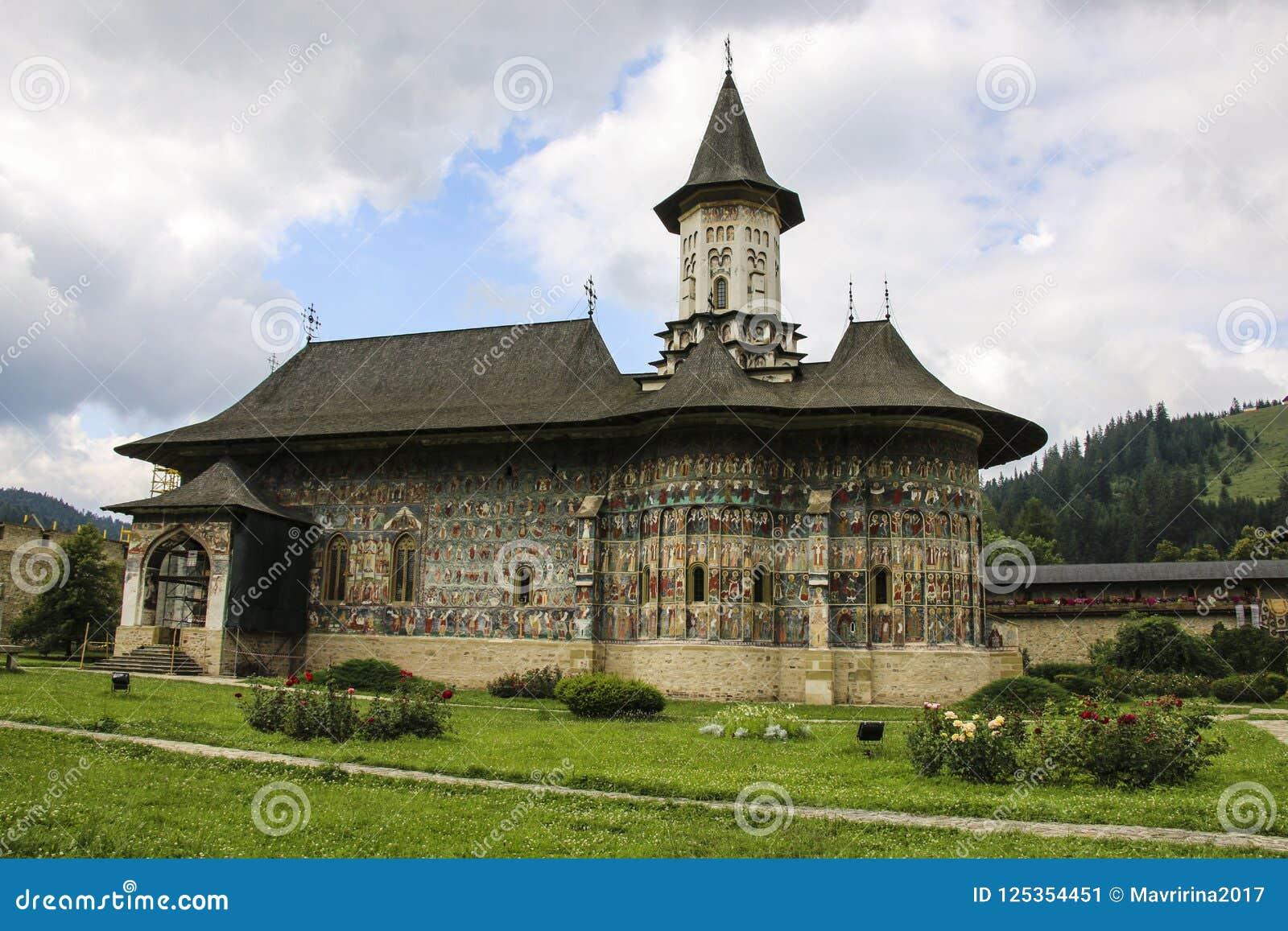 Monastério pintado ortodoxo da igreja de Sucevita, Moldávia, Bucovina,