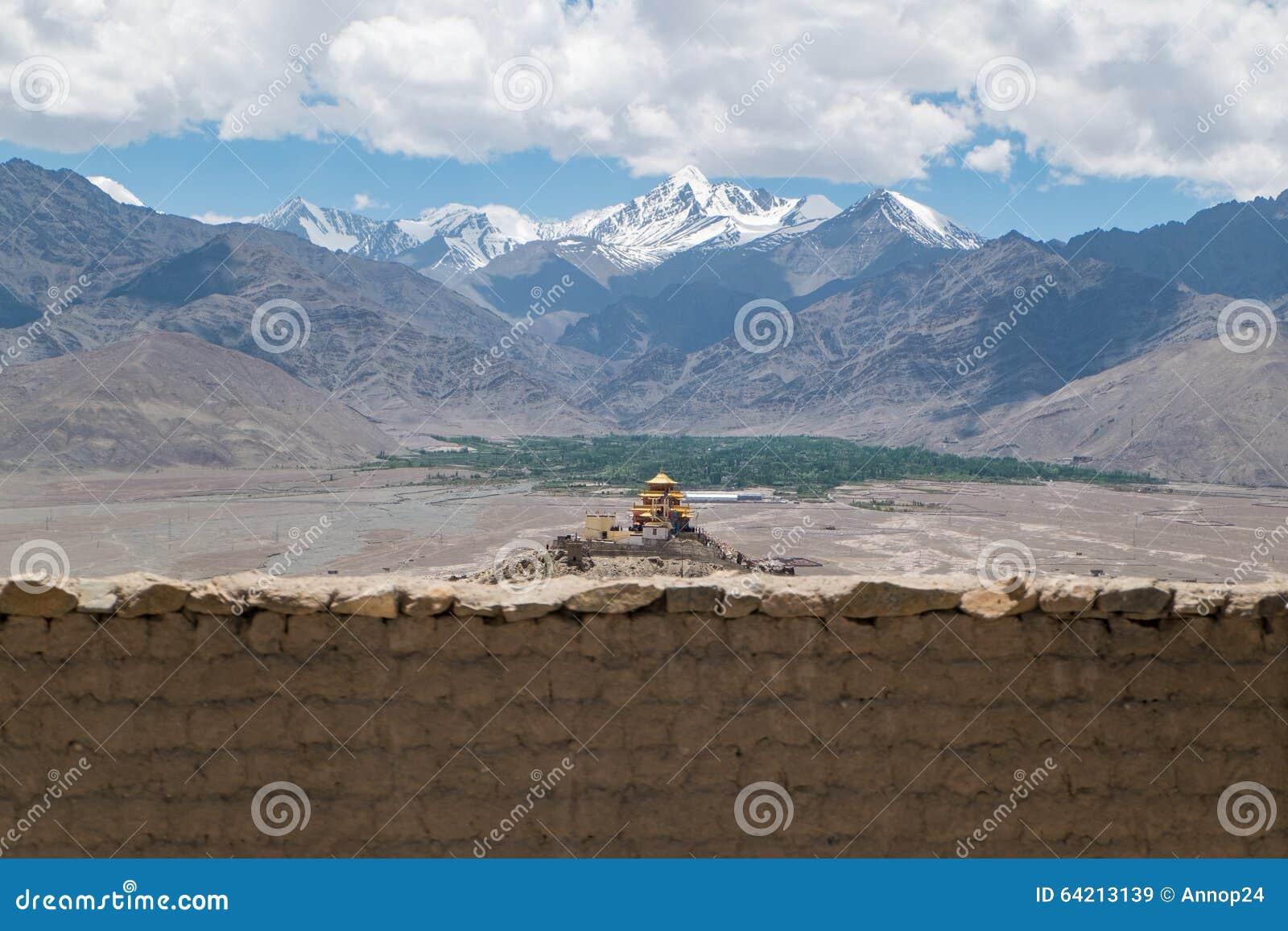 Monasterio de oro del tejado en Leh Ladakh