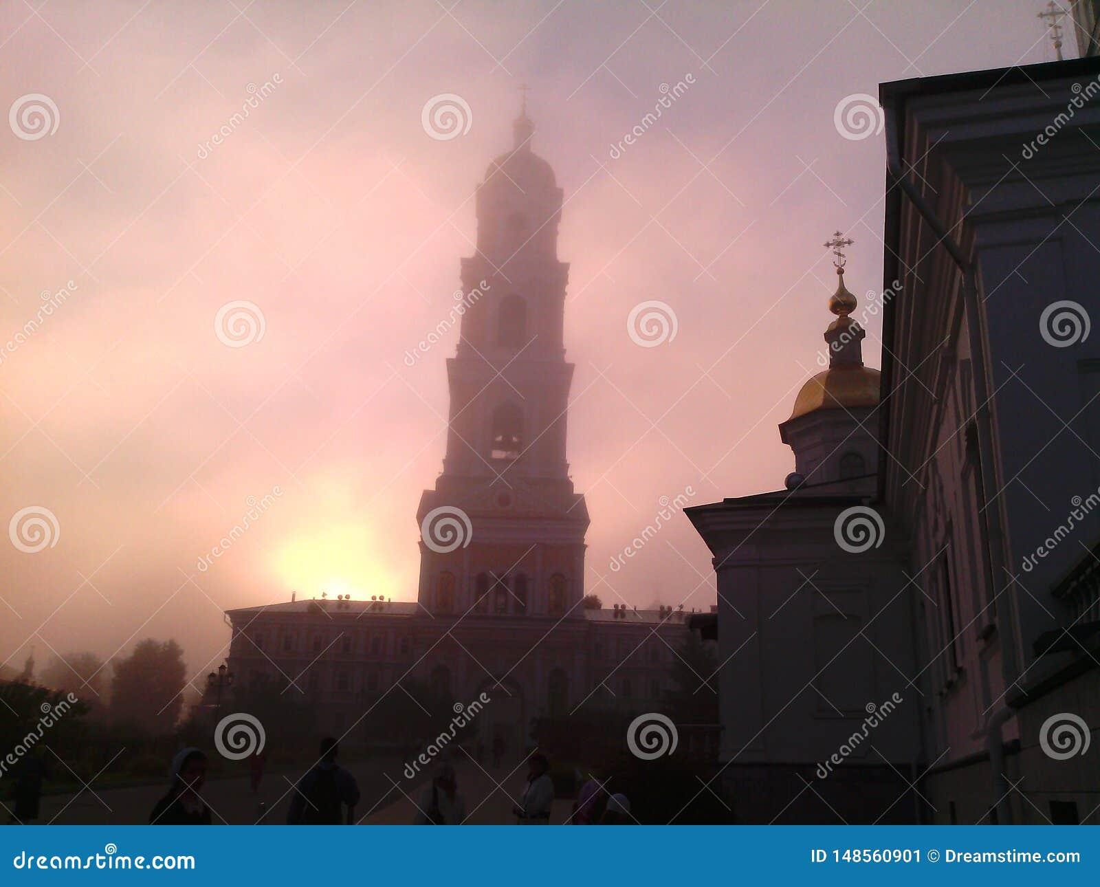 Monasteru dzwonkowy wierza w ranku