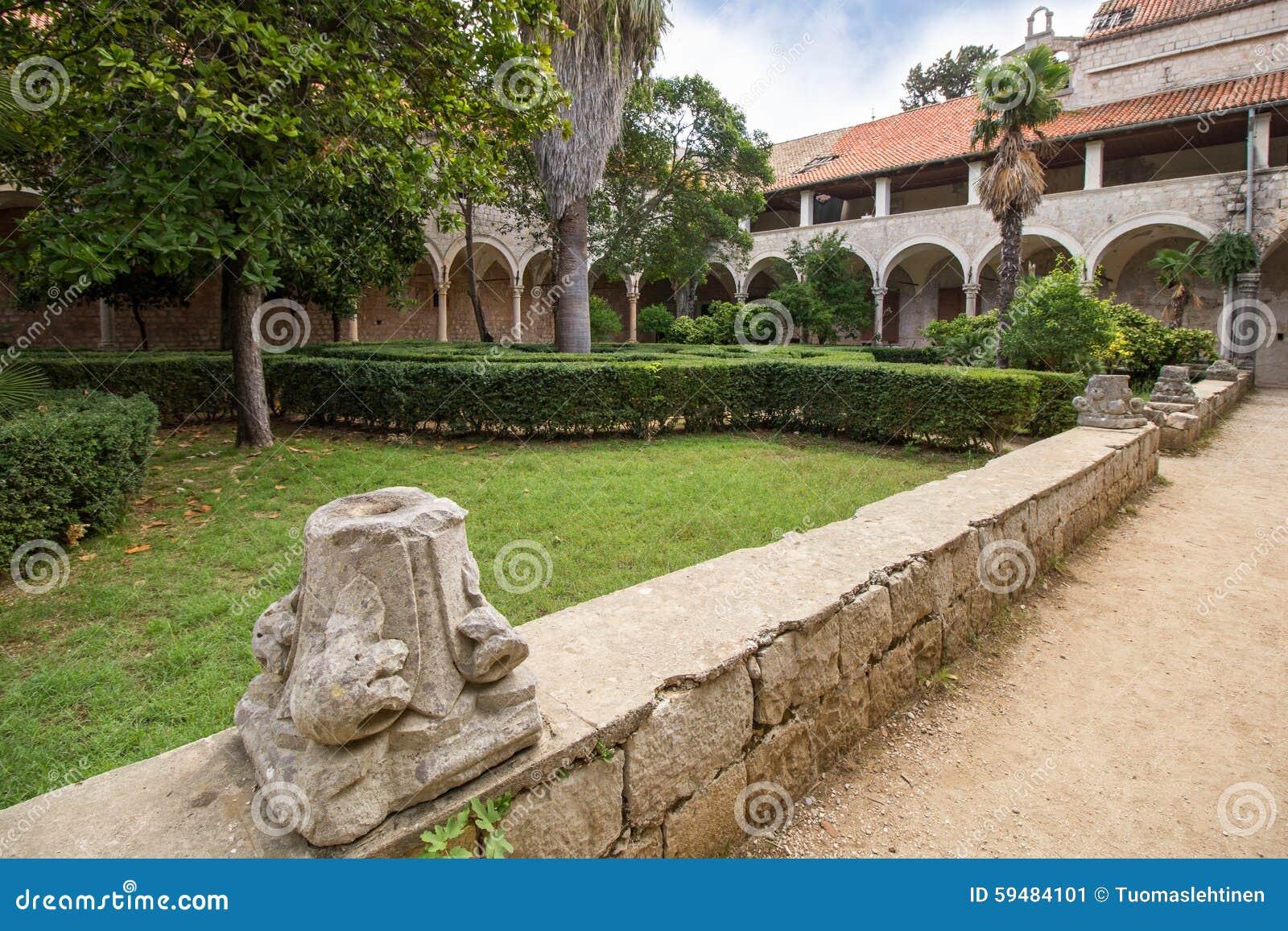 Monasteru podwórze przy Lokrum wyspą