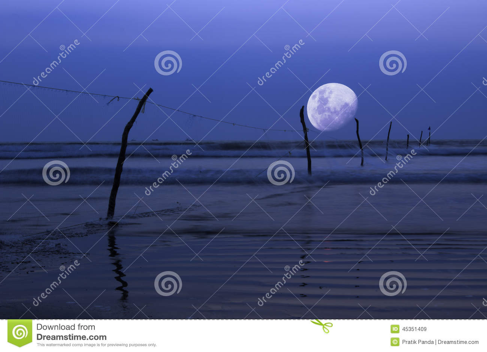 Mond über Ozean, Nachtszene