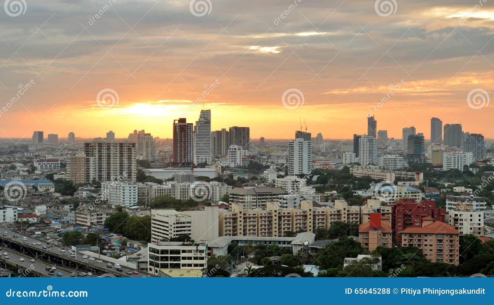 Monde central (CTW) de centres commerciaux le centre ville célèbre dedans de Bangkok
