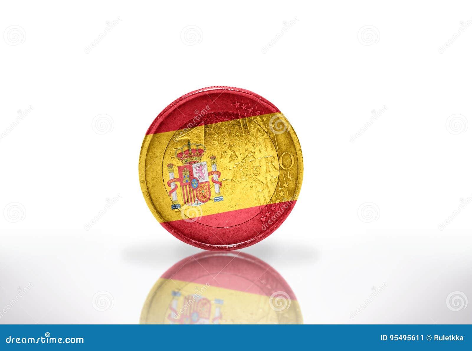 Moneda euro con la bandera española en el blanco