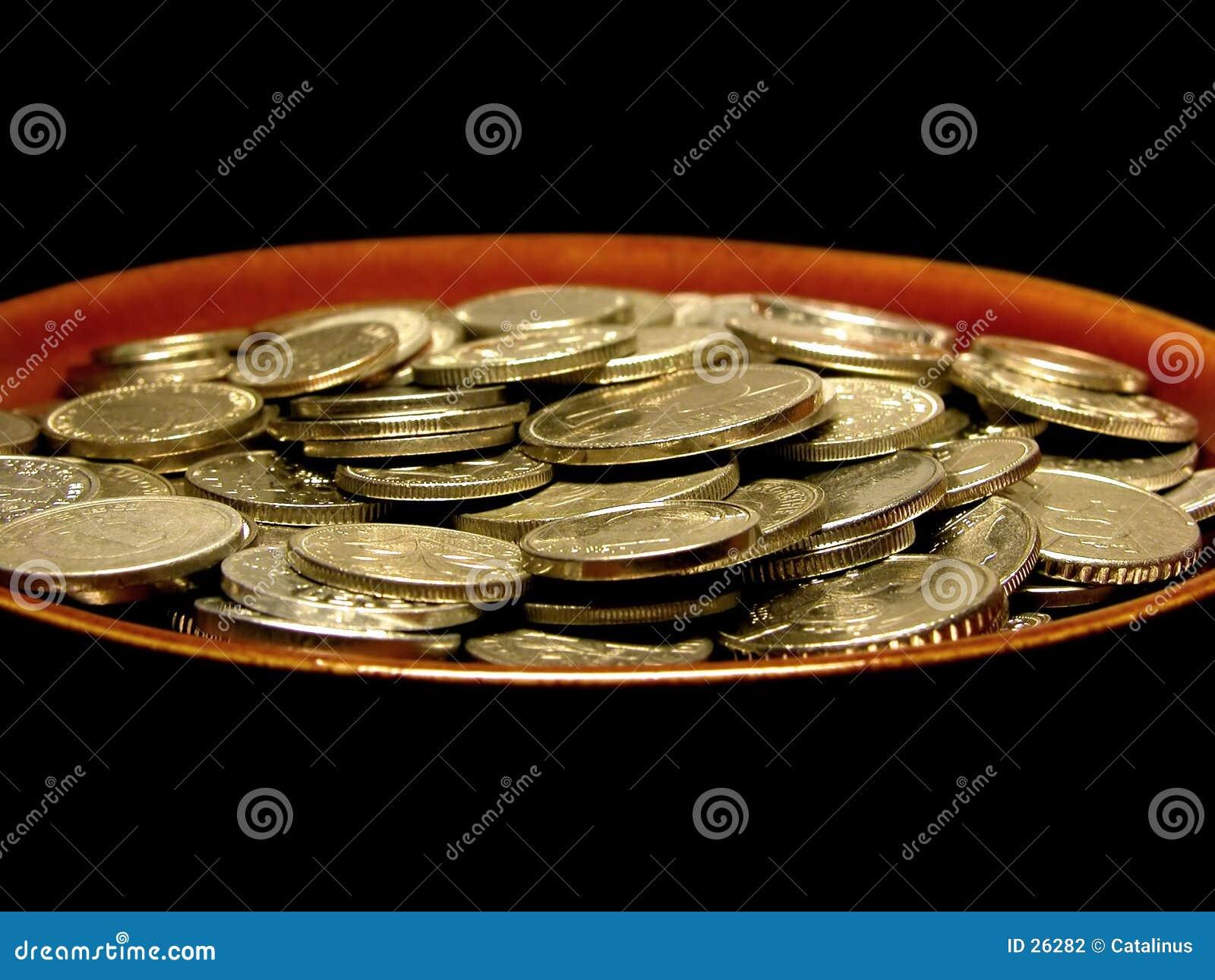 Monedas en placa de sopa