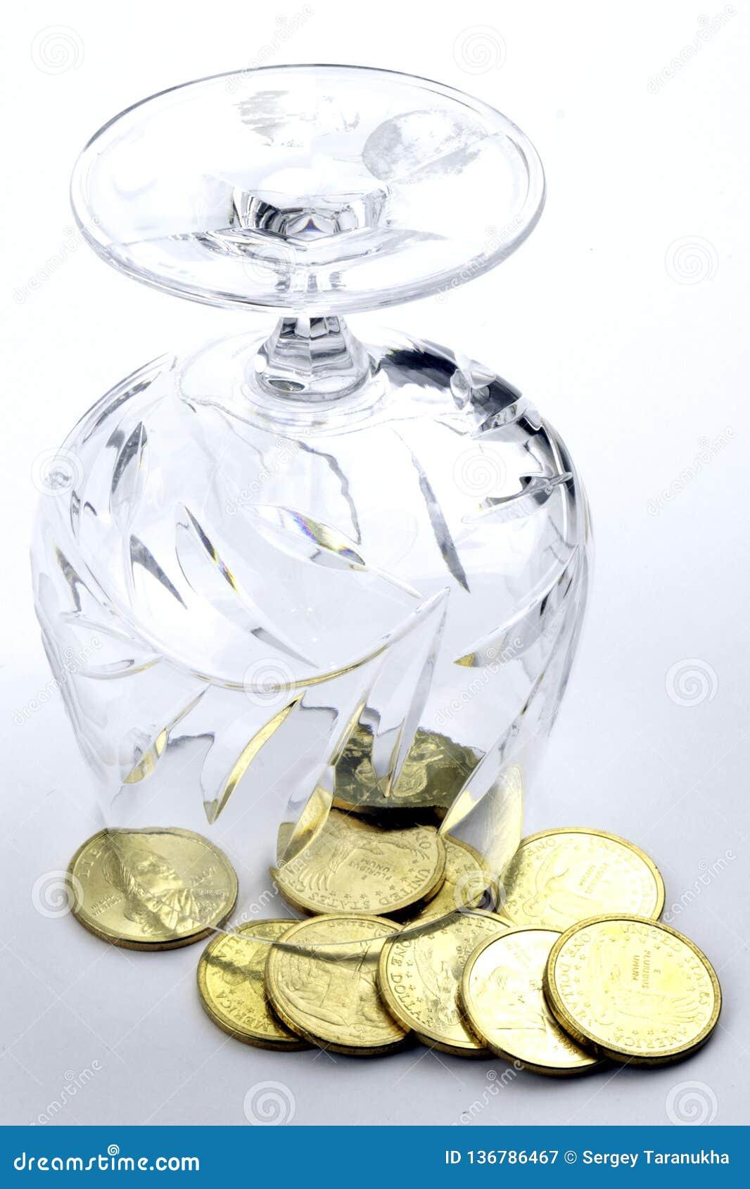 Monedas en un vidrio