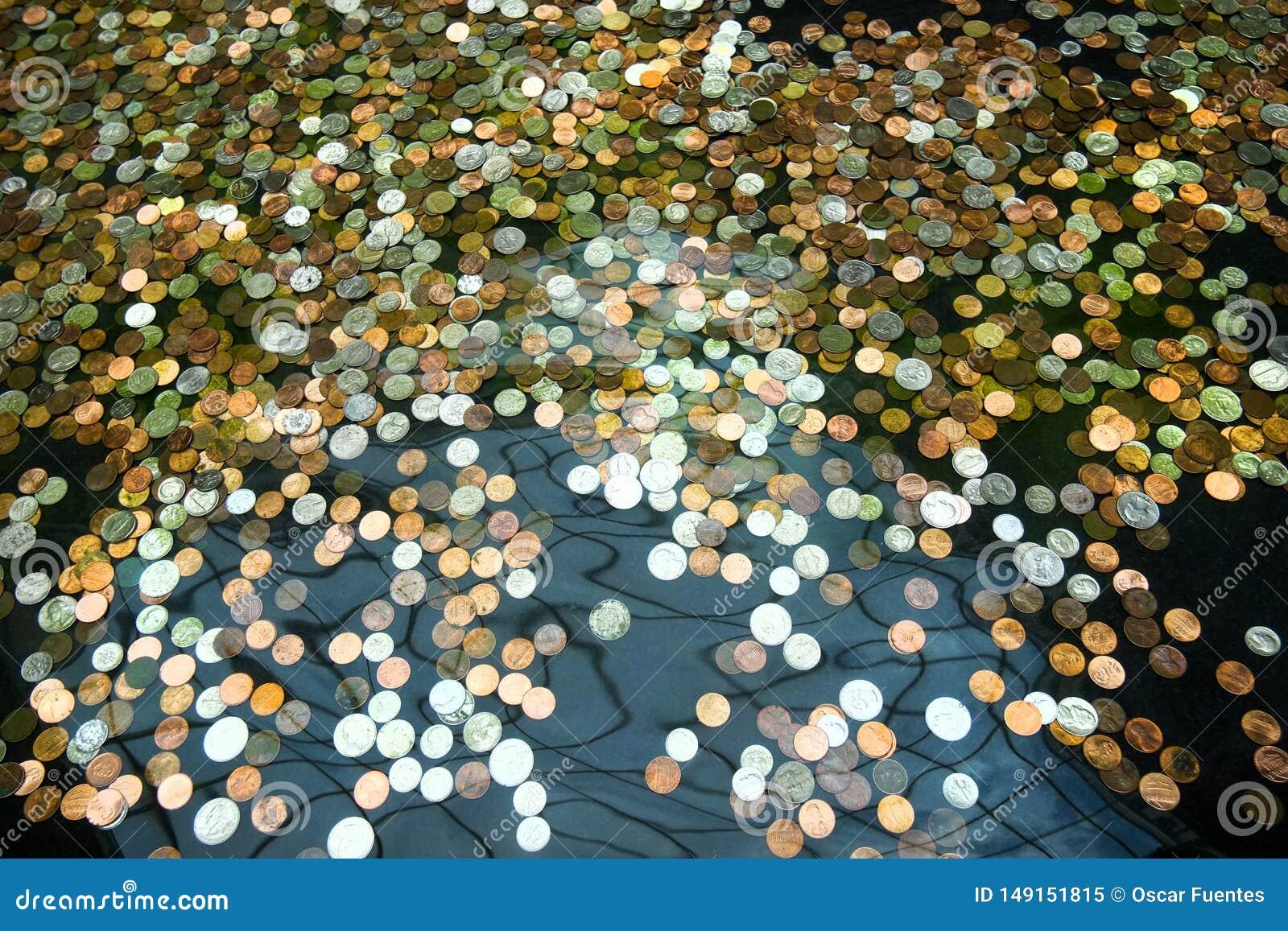 Monedas en una fuente, deseos para la prosperidad