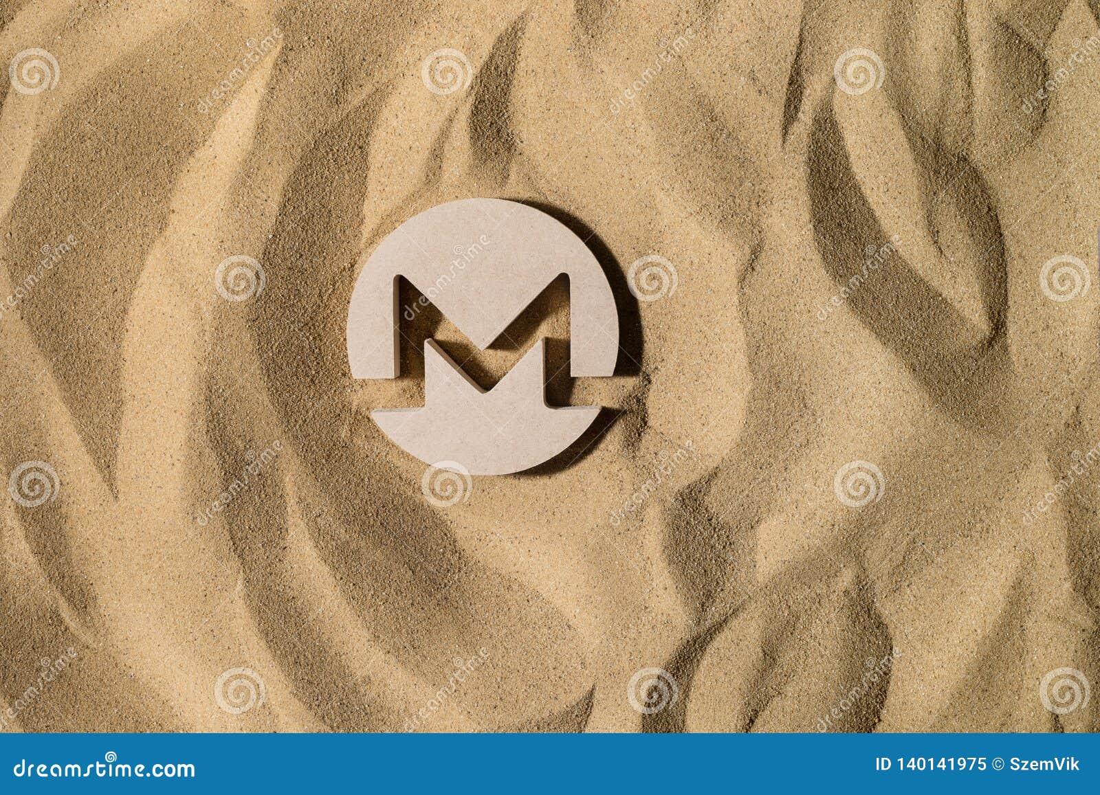 Monero znak Na piasku