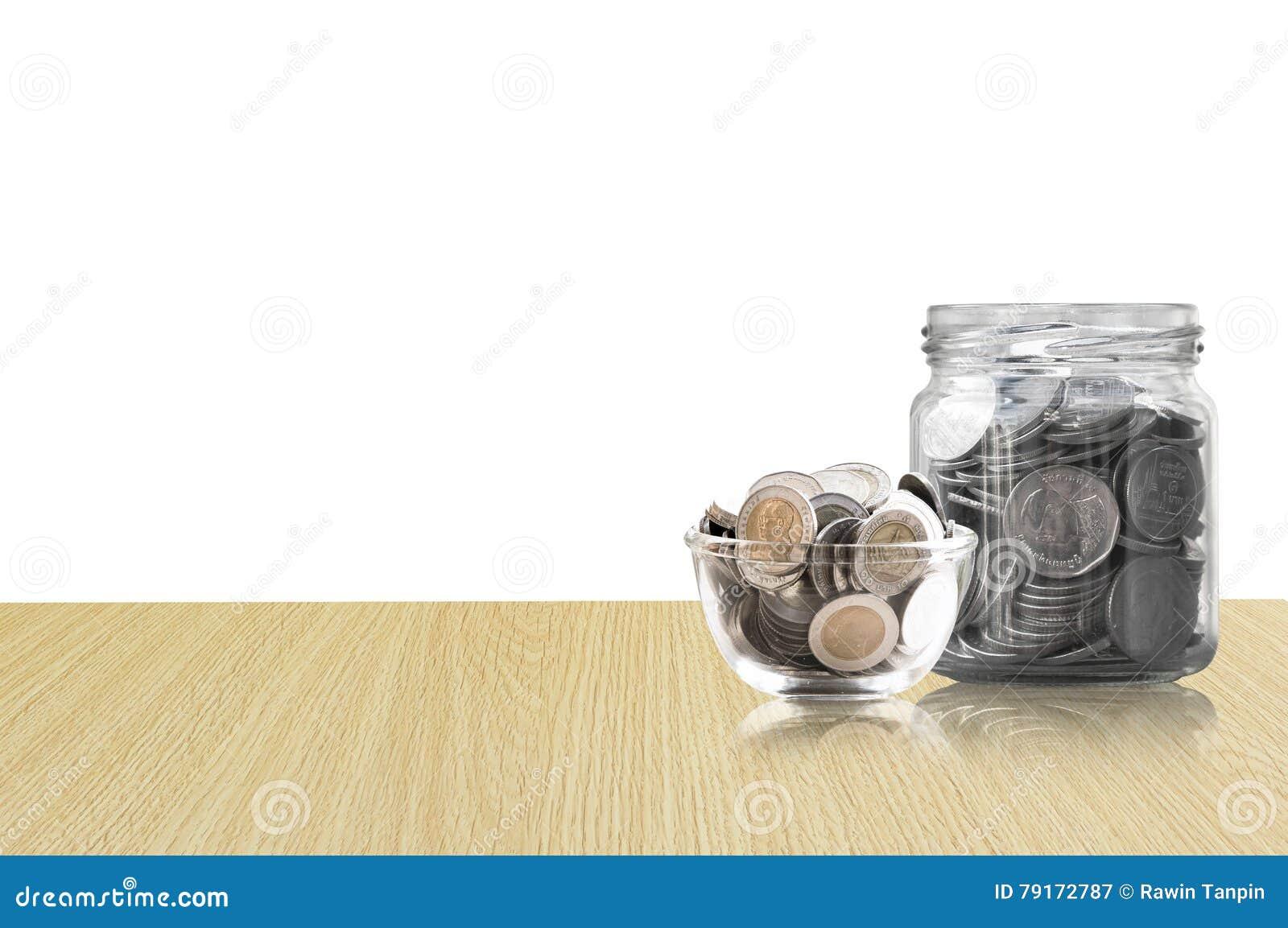 Monety w szklanym słoju na Drewnianej podłoga, savings monety I interesu pojęcia oszczędzania pieniądze pojęcie, - inwestycja, na