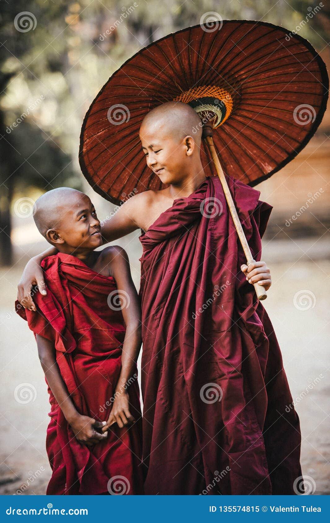 Monges budistas amigos
