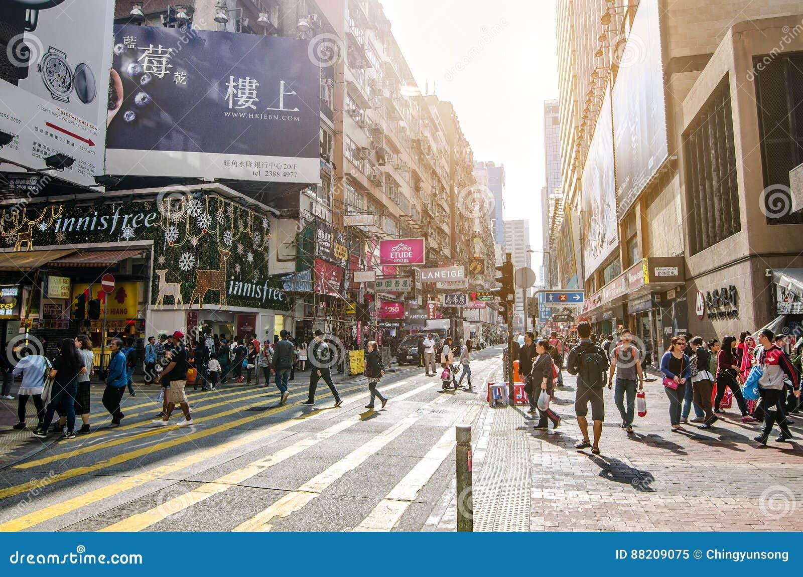 Mongkok in Hong Kong Mongkok wird durch eine Mischung von alten und neuen mehrstöckigen Gebäuden gekennzeichnet
