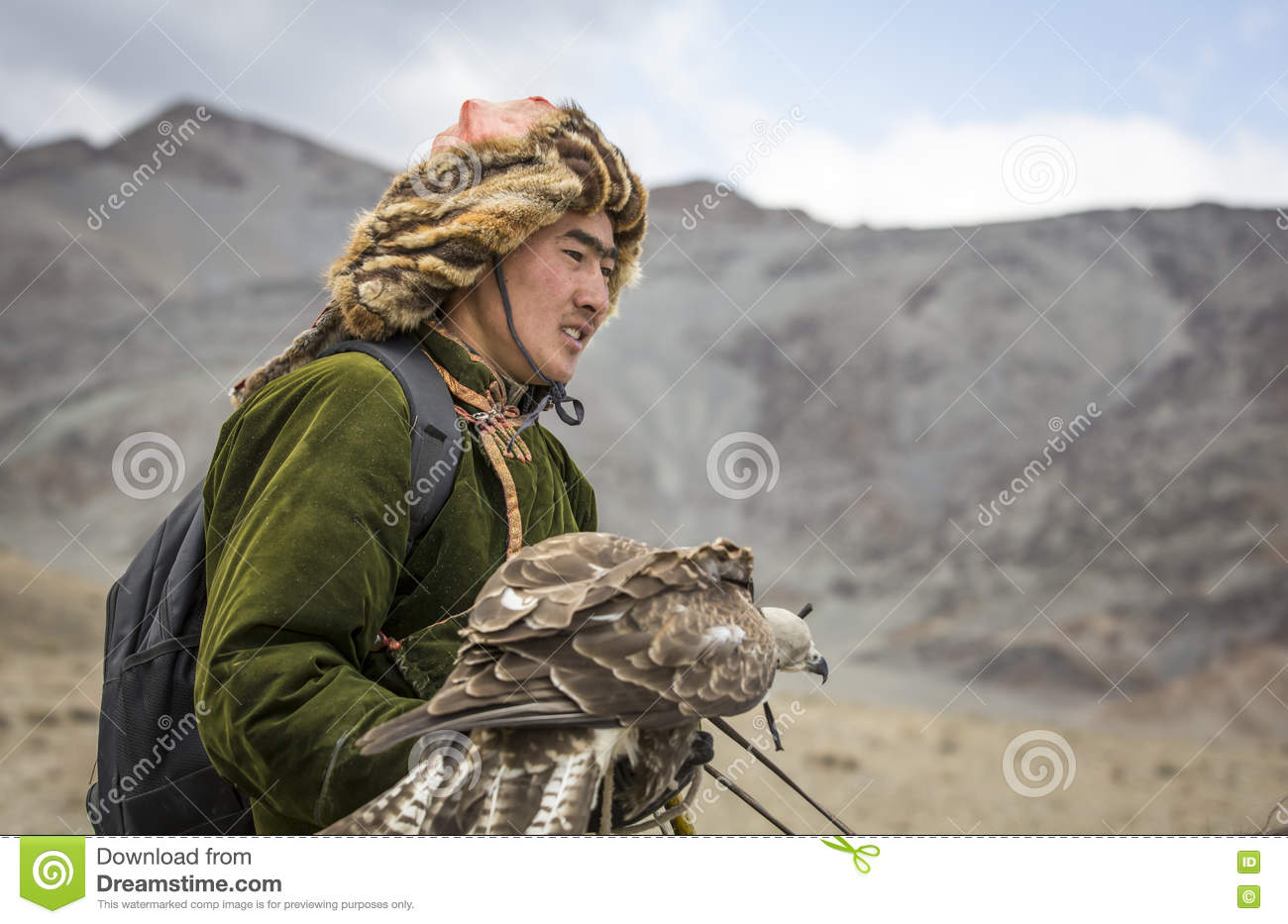 mongolian-nomad-eagle-hunter-his-eagle-b
