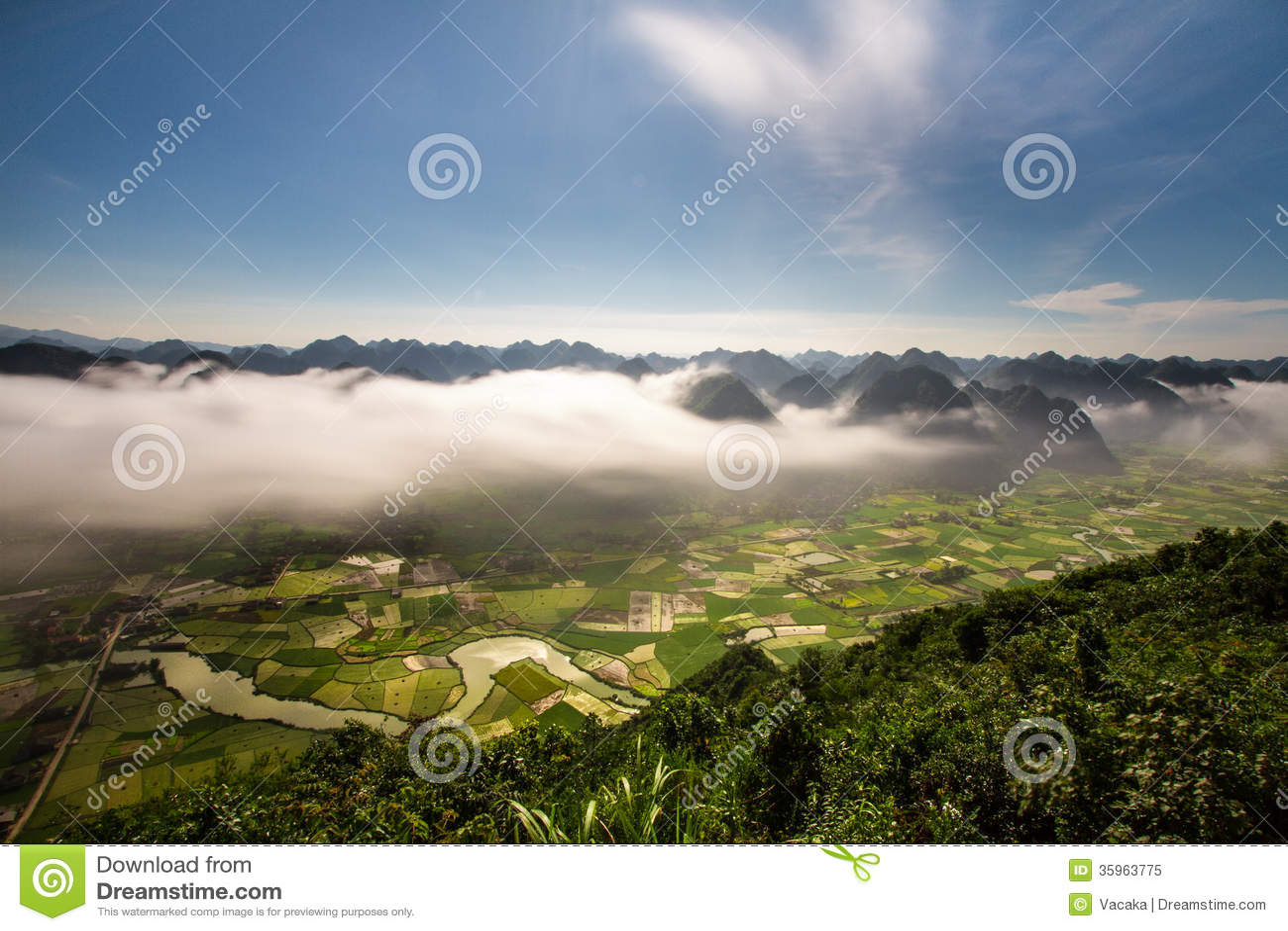 Moning en valle del arroz de Bac Son