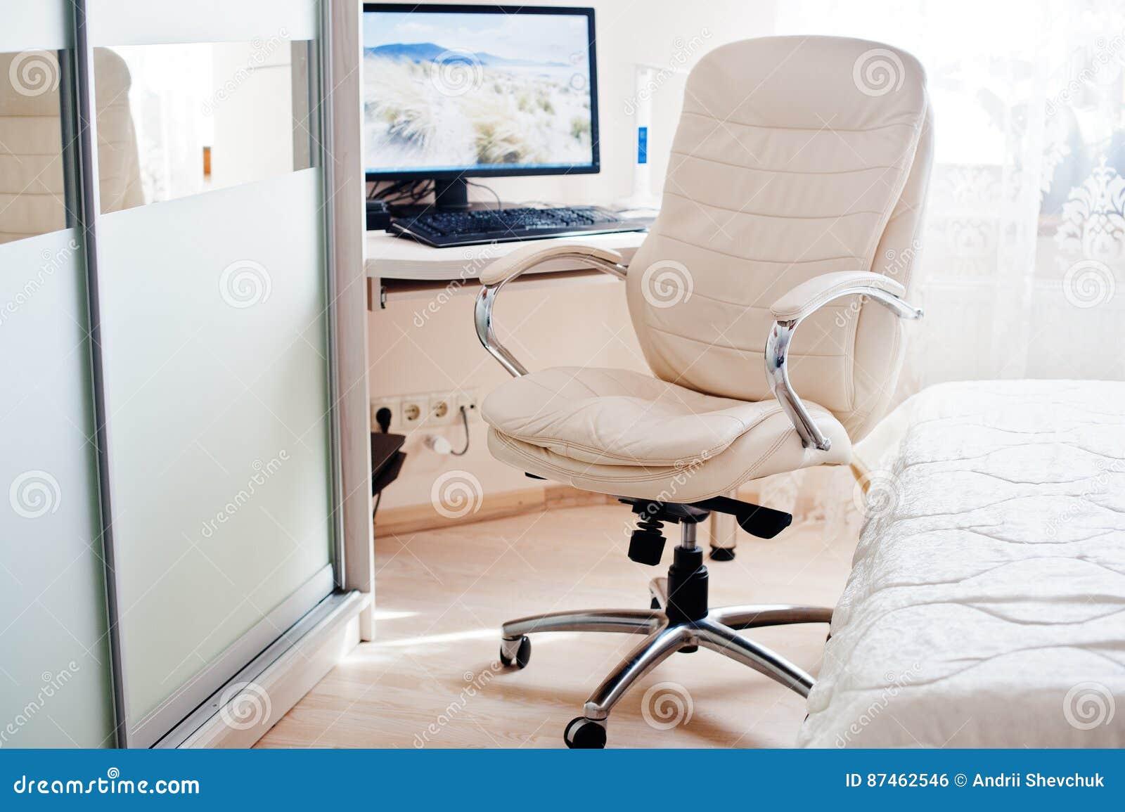 Moniteur de luxe de fond de chaise de bureau de cuir blanc d