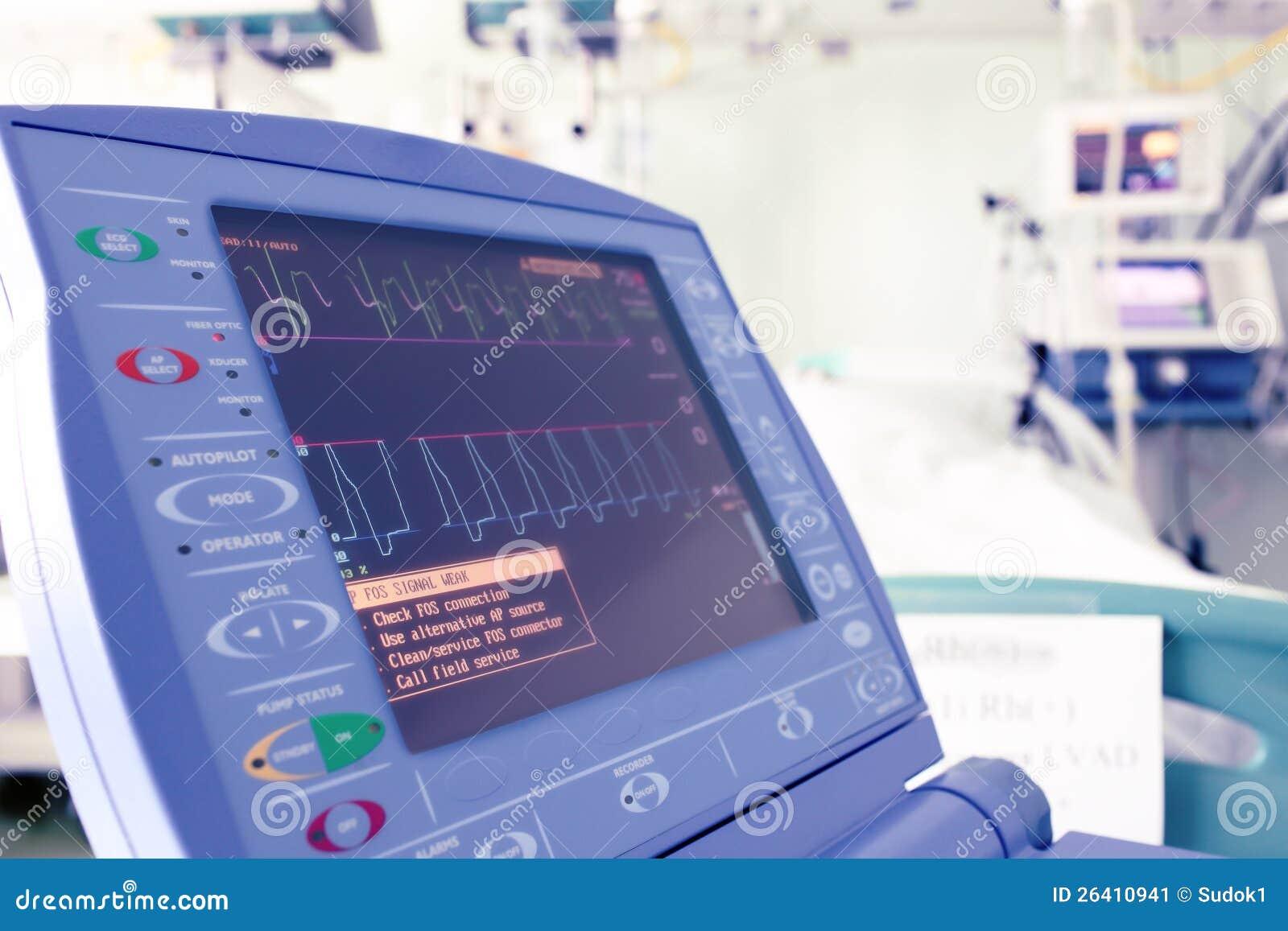 Monitor de corazón en un cuarto de hospital.