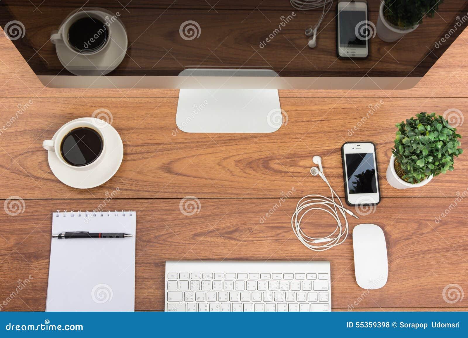 Monitor del computer di visualizzazione superiore dell ufficio di affari