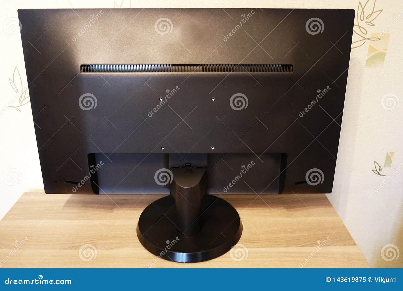 Monitor z szerokim ekranem dla fotografii edytorstwa piękny zbliżenia szczegółów wnętrza talerza stołu rocznik drewniany
