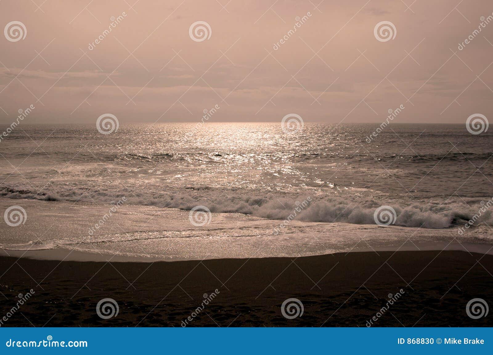 Monnlit Strand