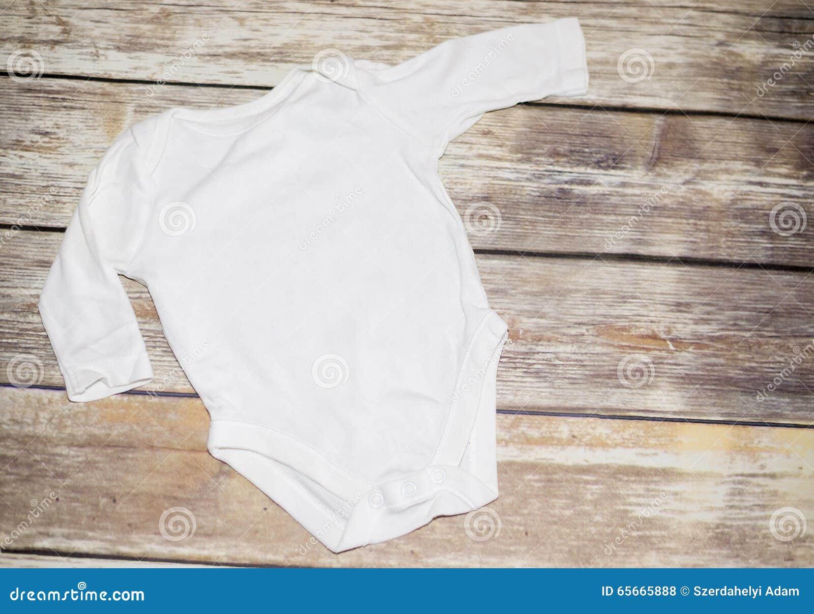 27ea2f3a4907 Mono blanco del bebé foto de archivo. Imagen de funda - 65665888