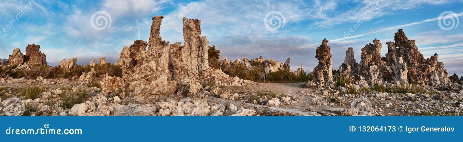Mono città della pietra del lago