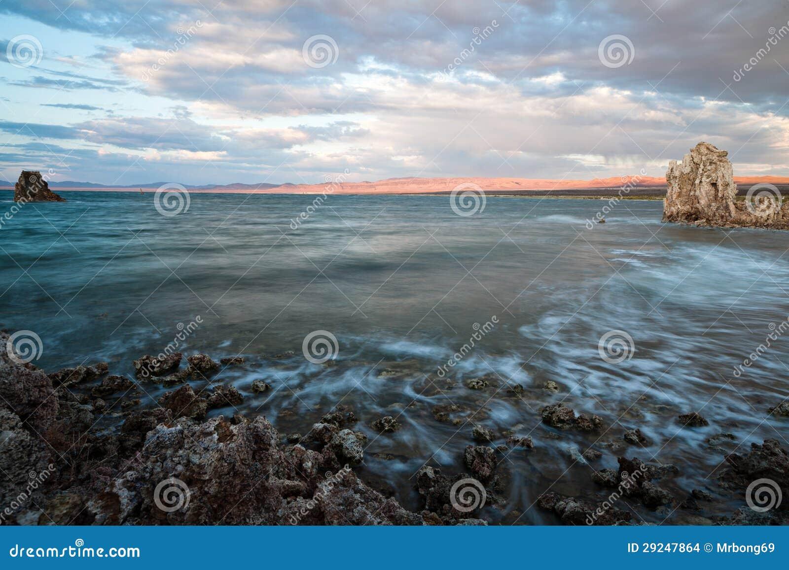 Download Mono lago foto de stock. Imagem de cores, maravilha, monte - 29247864