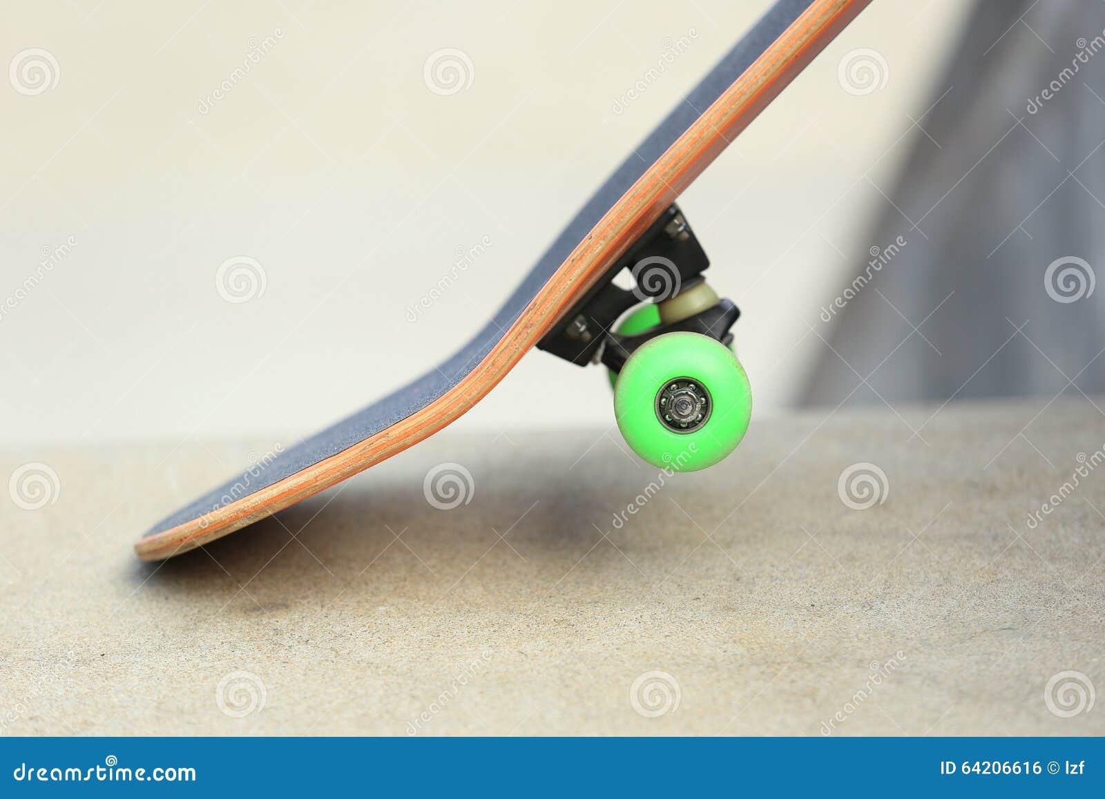 Monopatín en el skatepark