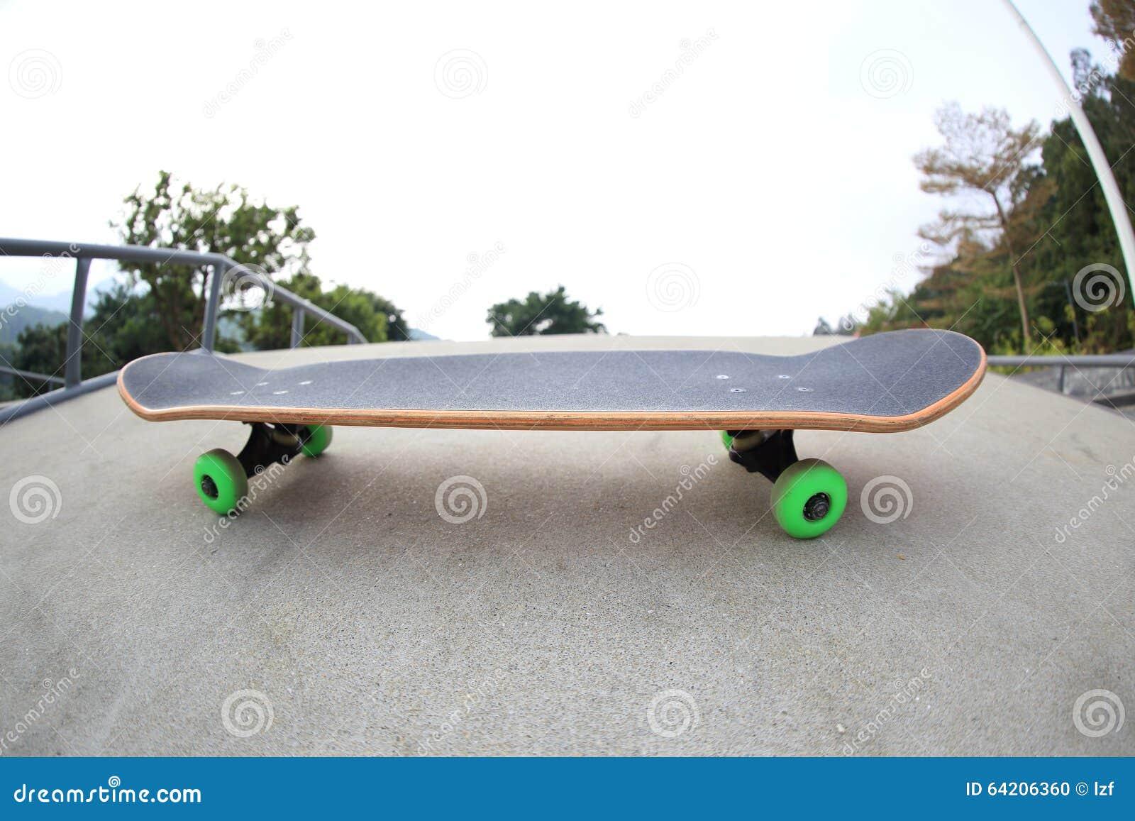 Monopatín en skatepark