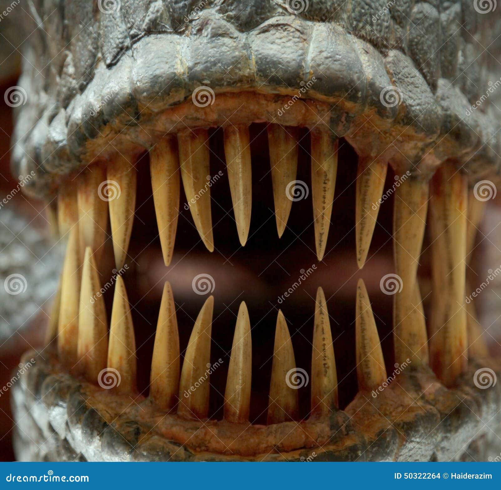 Монстр с большими зубами