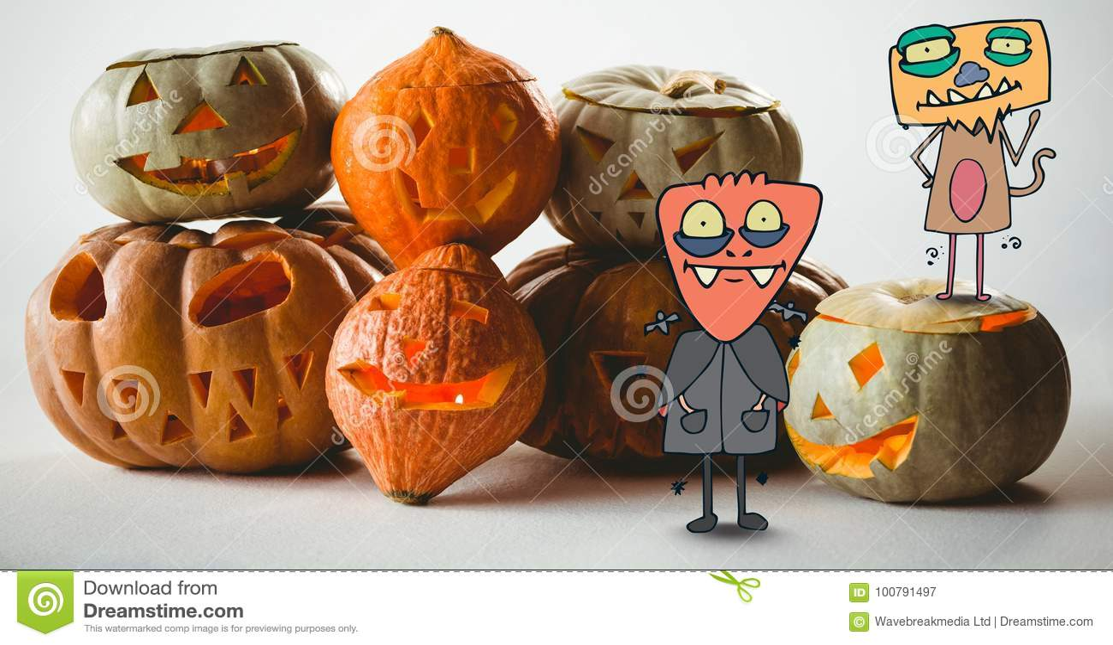Monstres de bande dessinée se tenant avec des potirons de Halloween