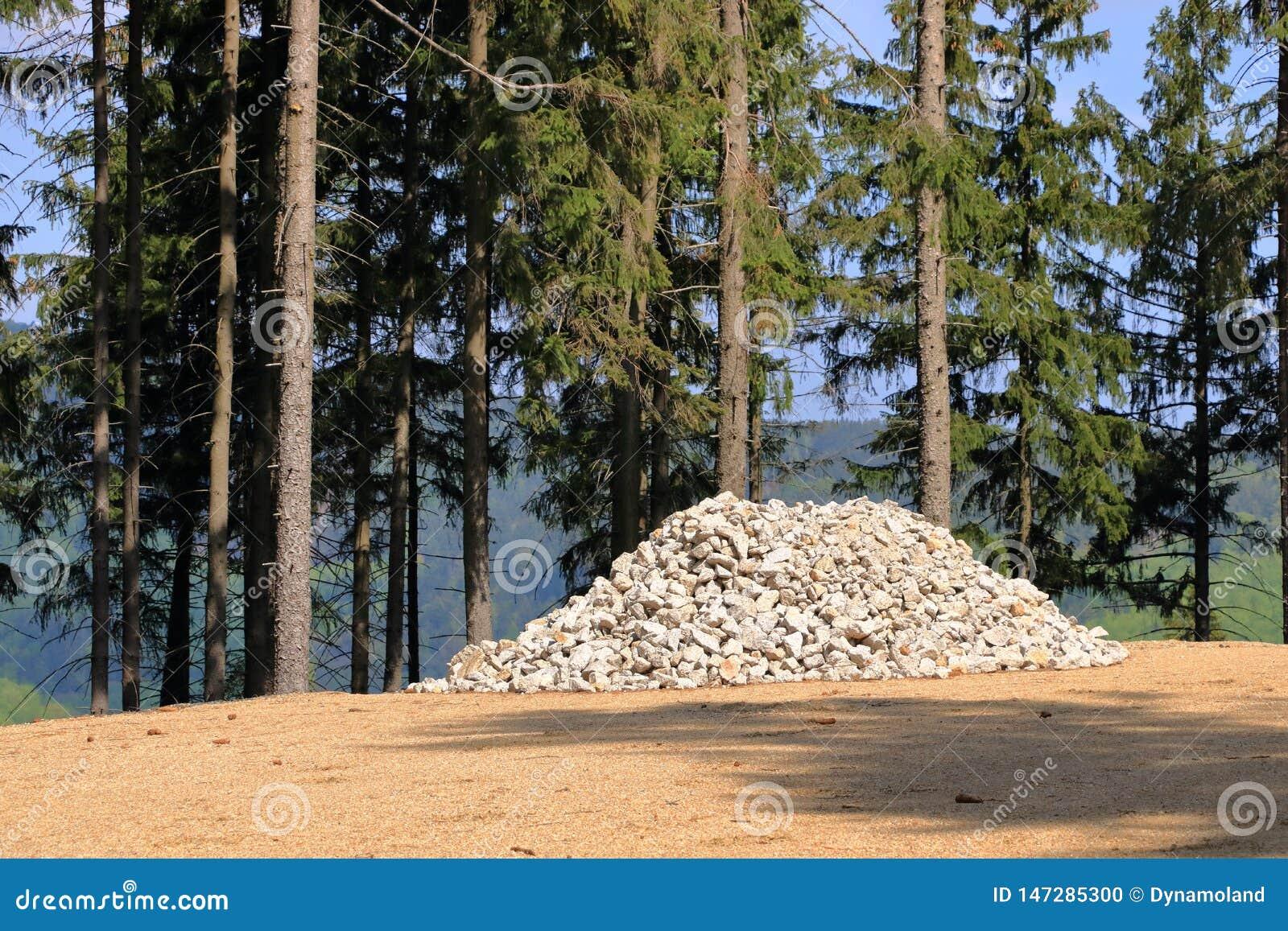Montão das pedras, esperando para ser usado