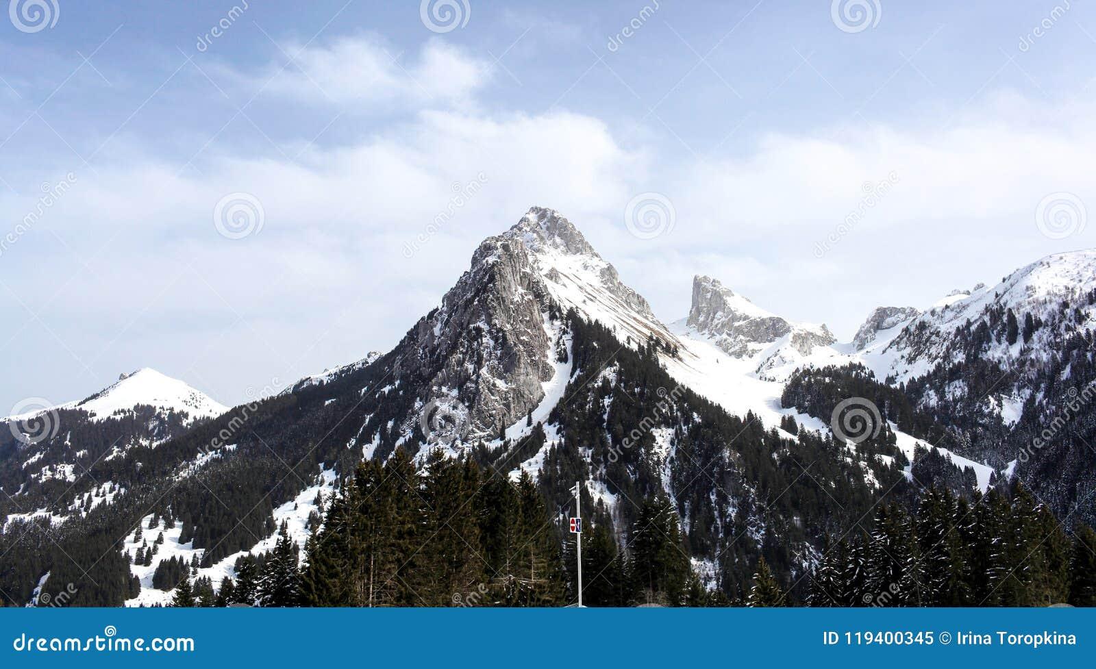 Mont Blanc Mount van de kant van Evian Les Bains, Frankrijk