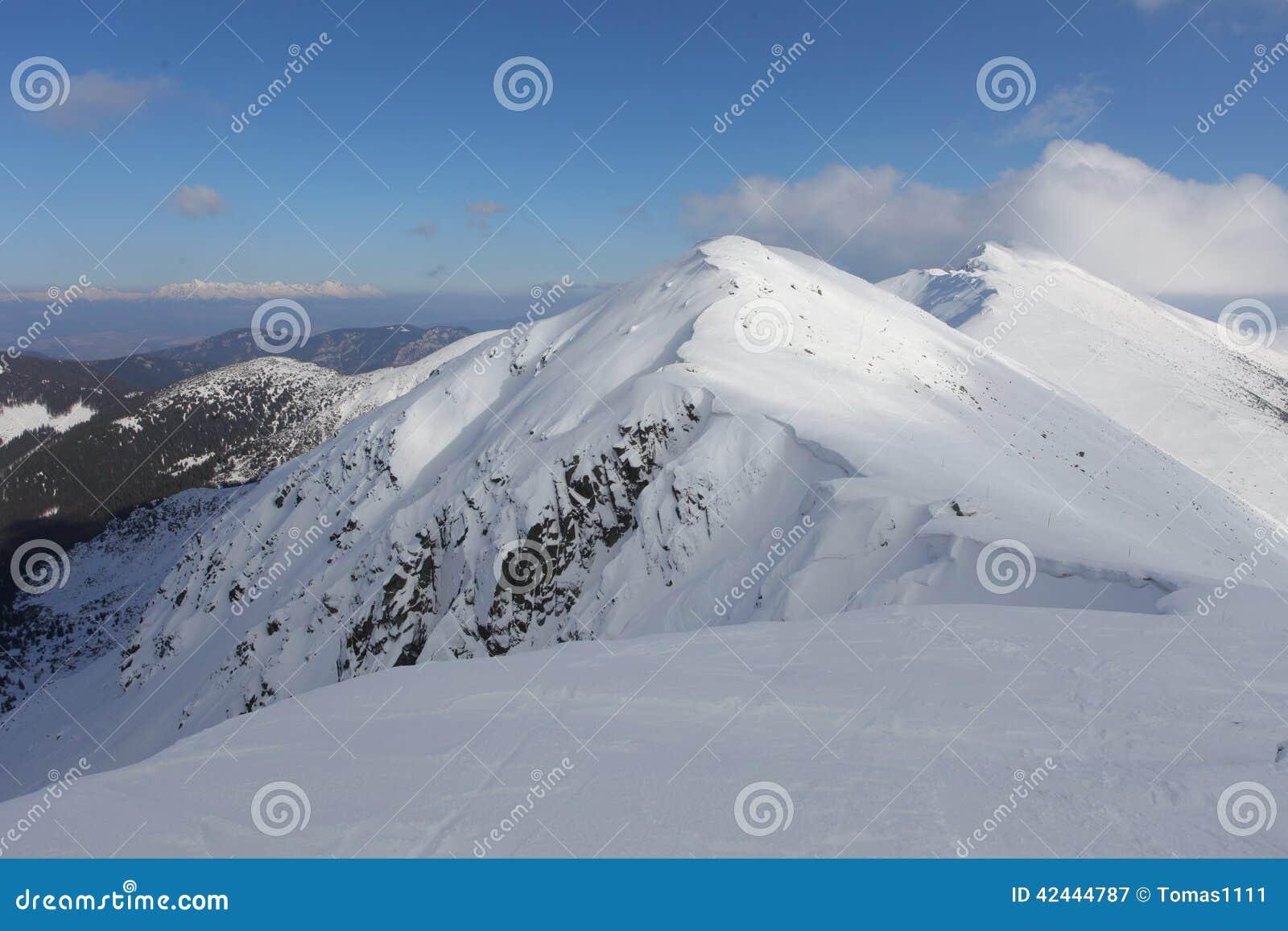 Montaña de Eslovaquia en el invierno, Tatras bajo