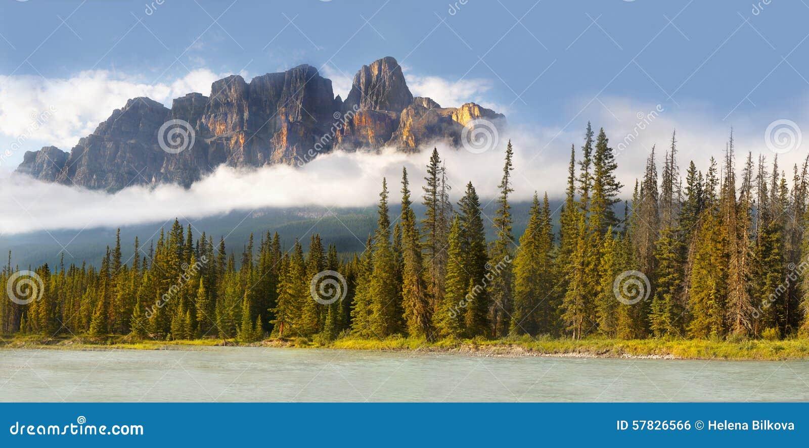 Montaña del castillo en rockies canadienses