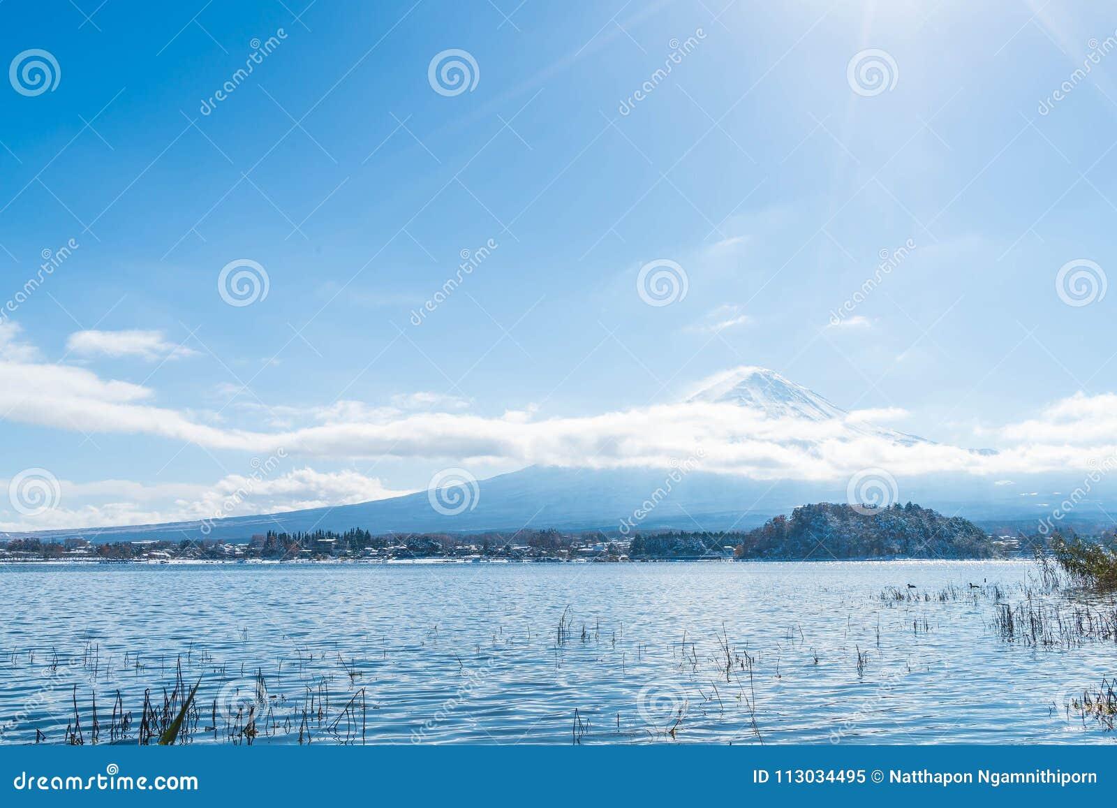 Montaña Fuji San en el lago Kawaguchiko
