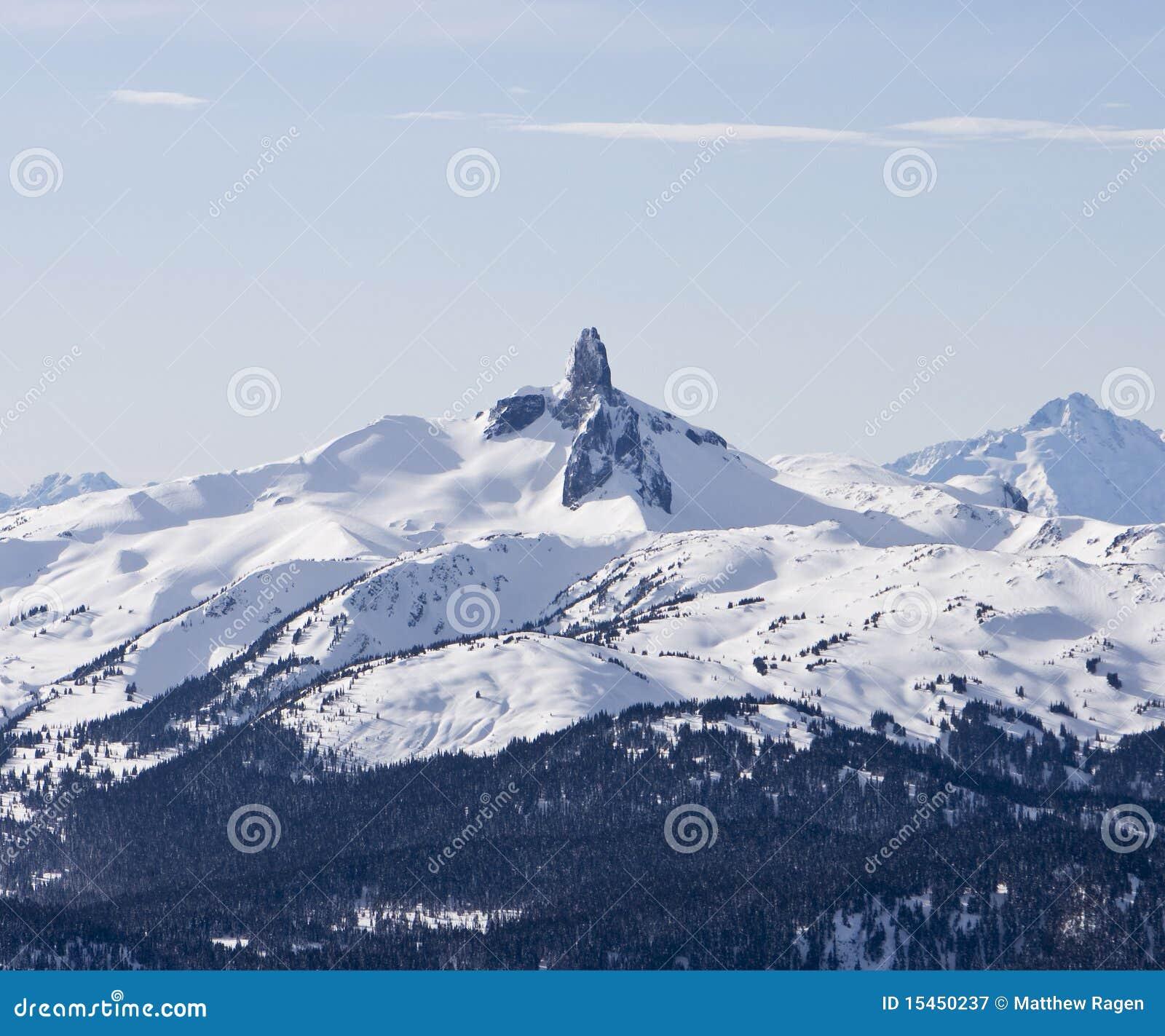 Montaña negra del colmillo