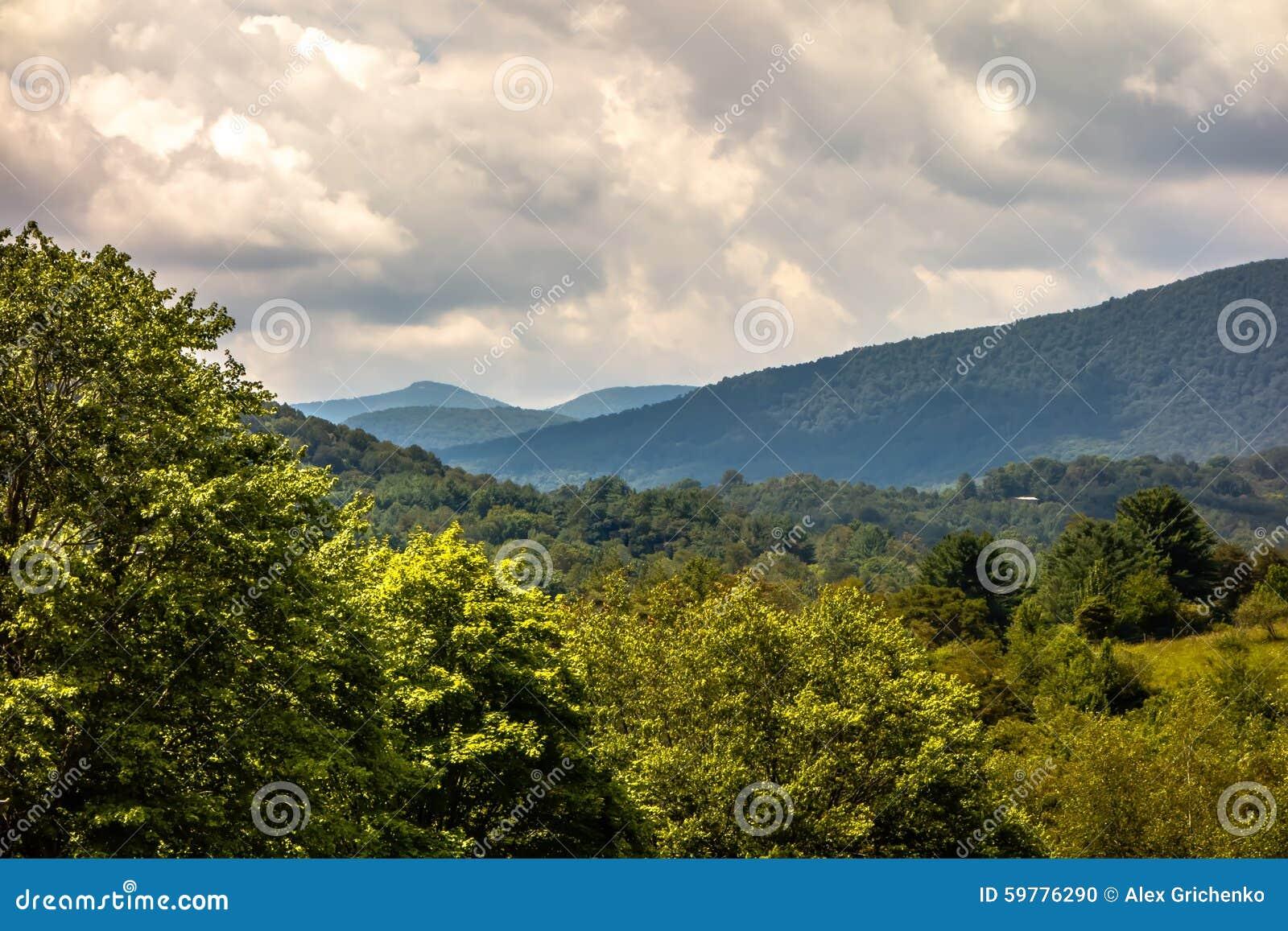 Montañas Carolina Seen From del norte de Ashe County el Ridge azul