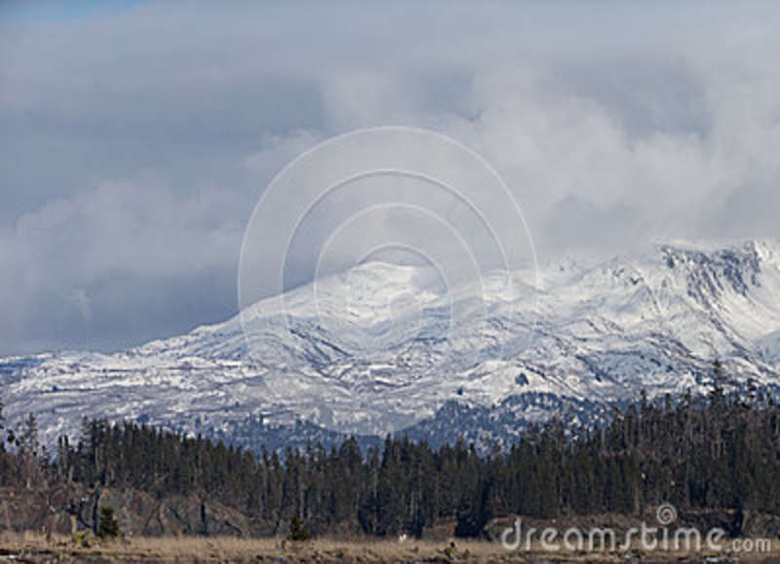 Montañas de Alaska en el Kenai Pennsula