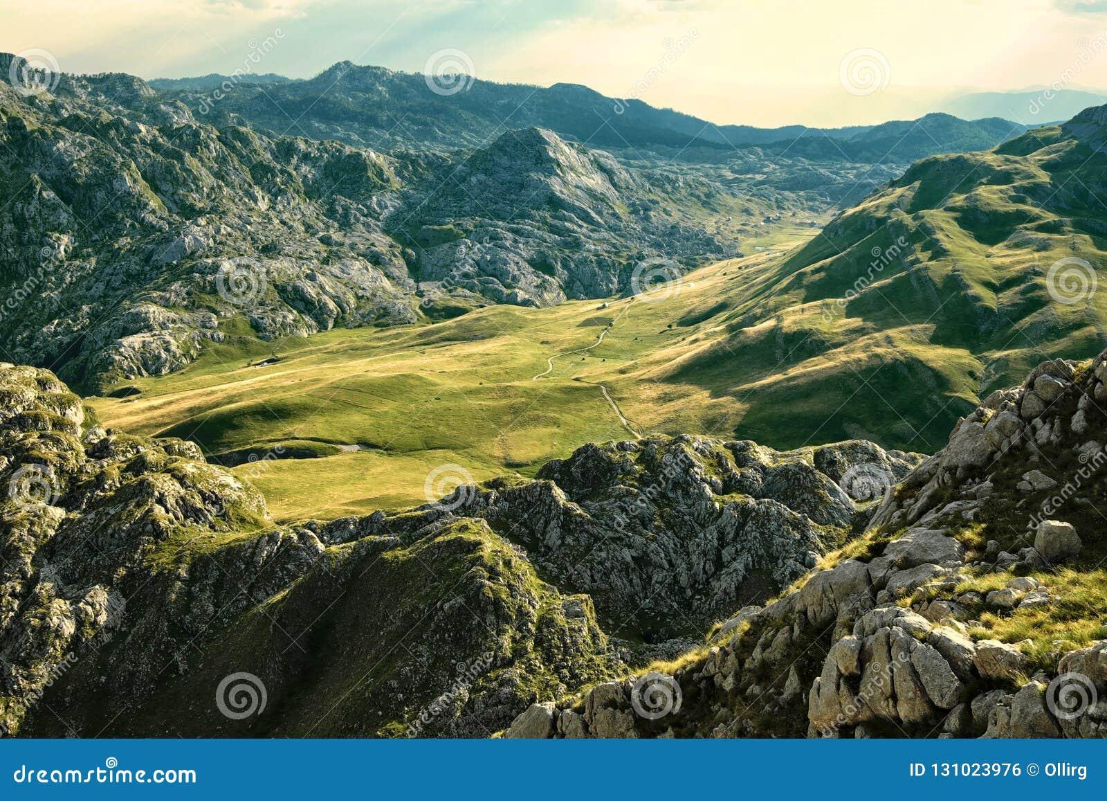 Montañas de Moraca en Montenegro