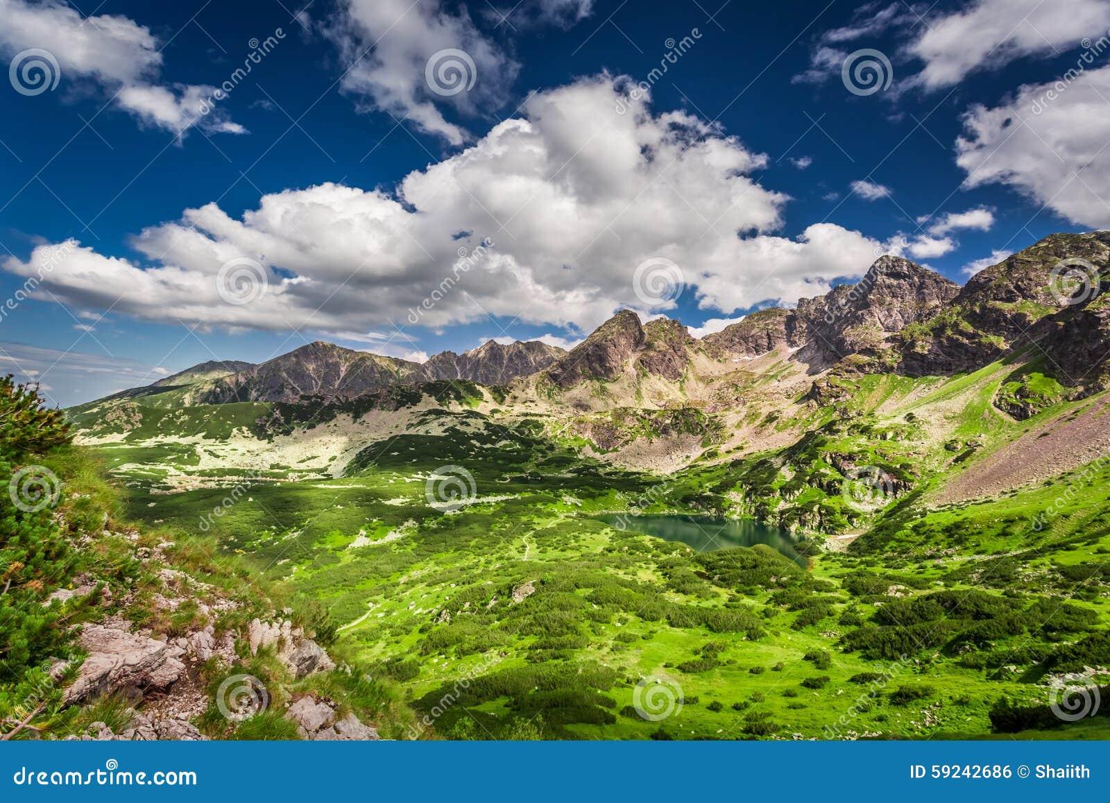 Montañas de Tatra en las nubes