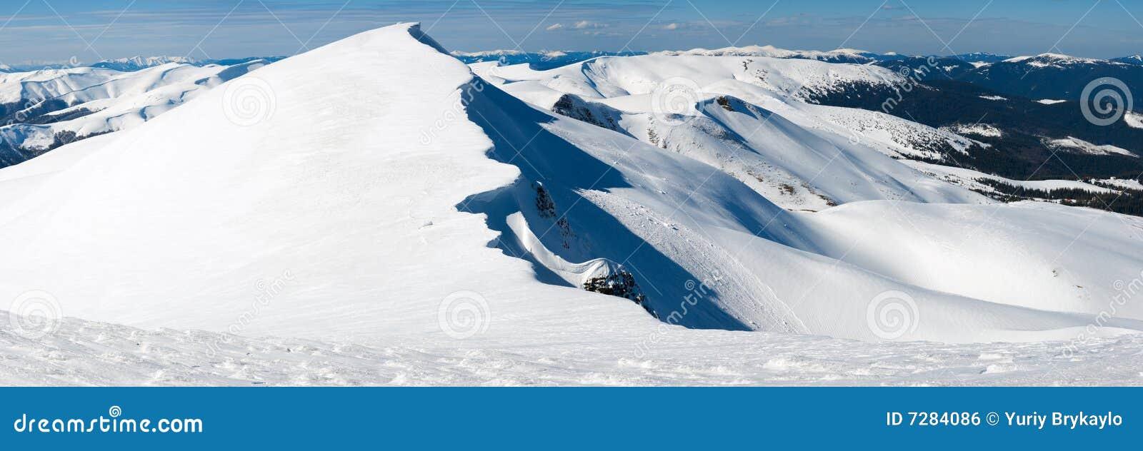 Montañas del invierno